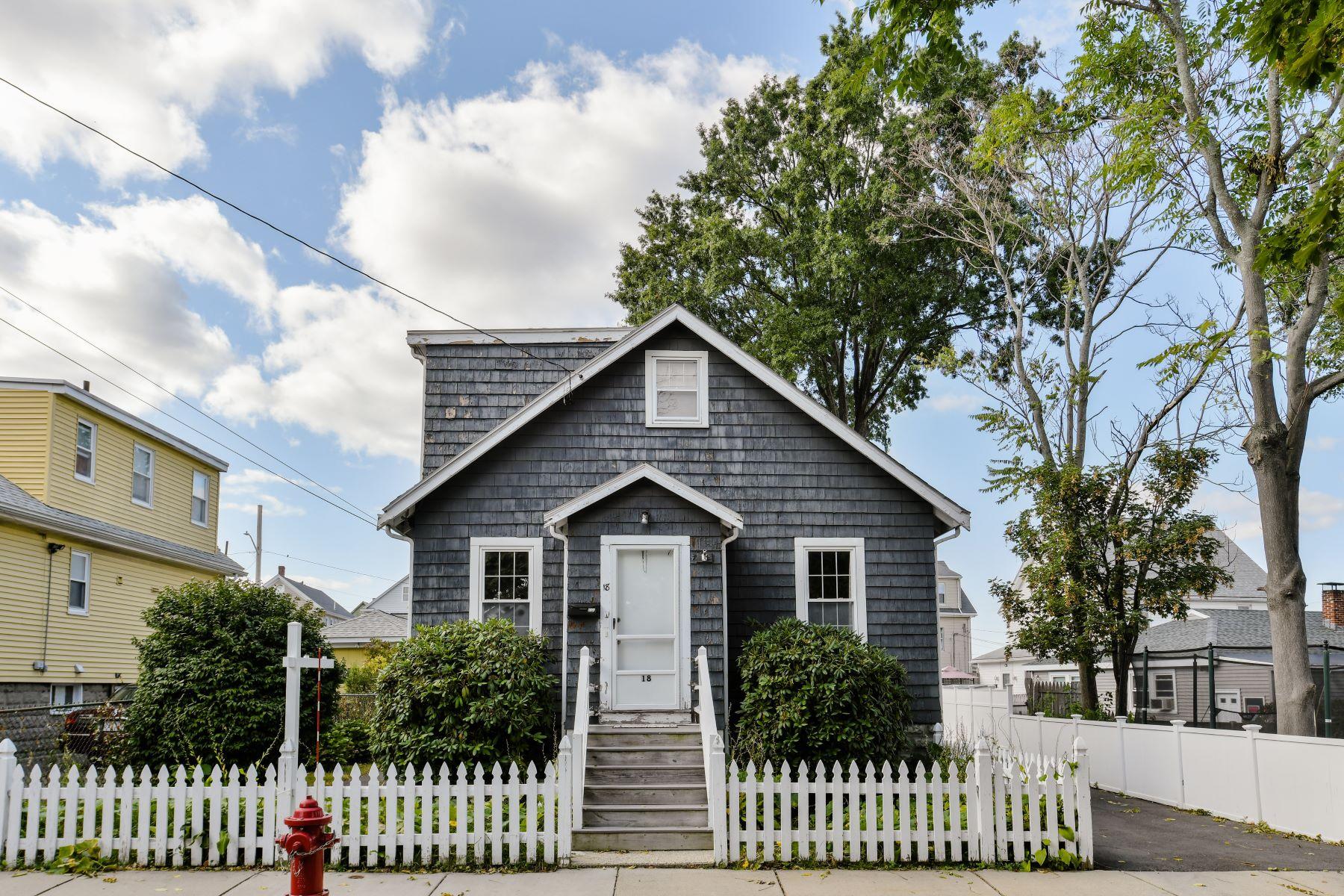 Single Family Homes por un Venta en 18 Moody Ave Everett, Massachusetts 02149 Estados Unidos