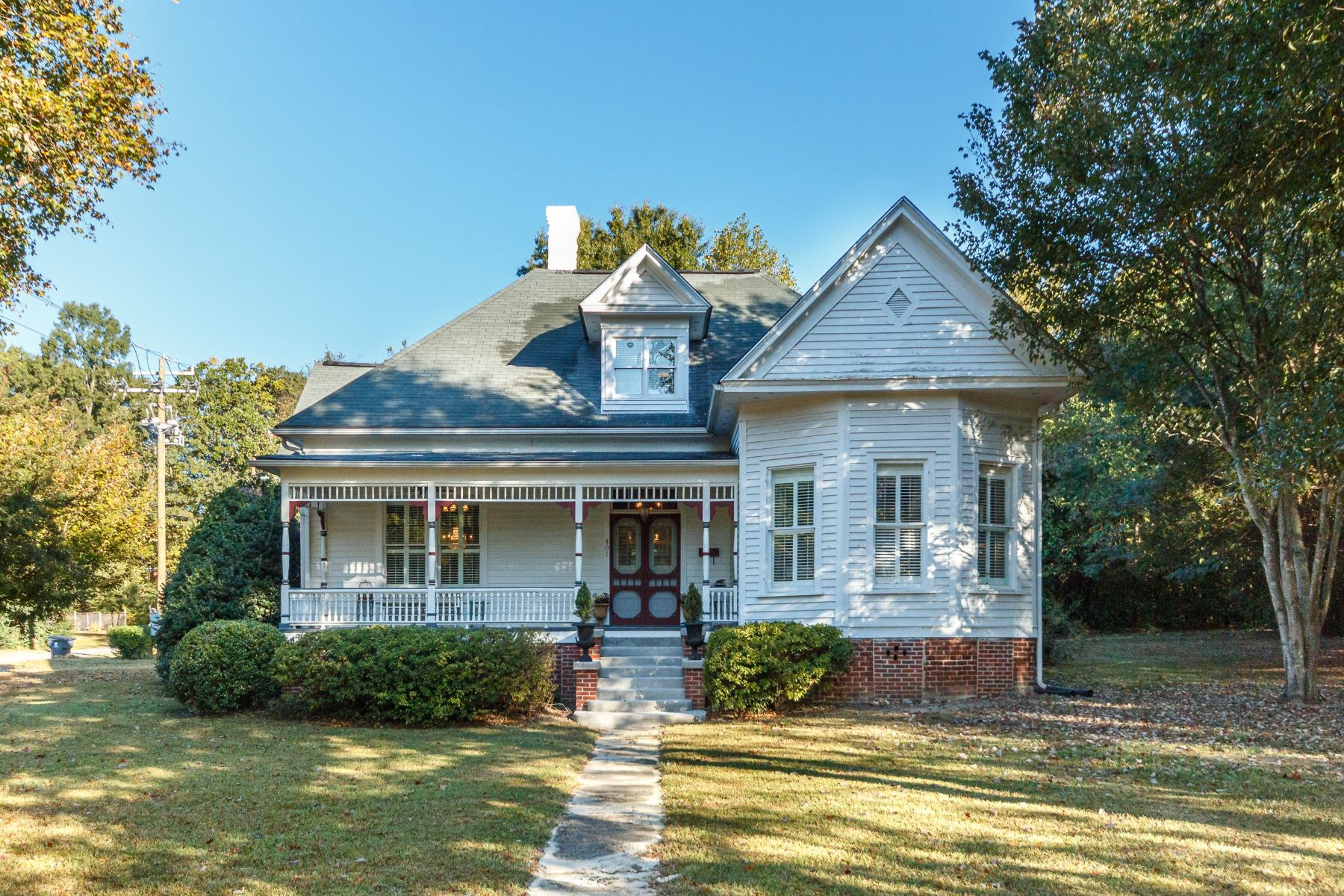 Single Family Homes for Active at Revered Restoration of Franklinton Victorian 401 E. Mason Street Franklinton, North Carolina 27525 United States