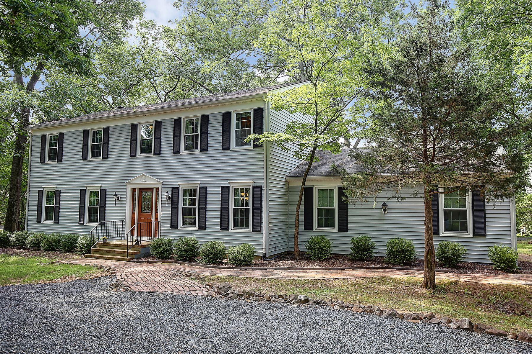 Einfamilienhaus für Verkauf beim Beautiful Center Hall Colonial 770 Weemac Road Bridgewater, New Jersey 08807 Vereinigte Staaten