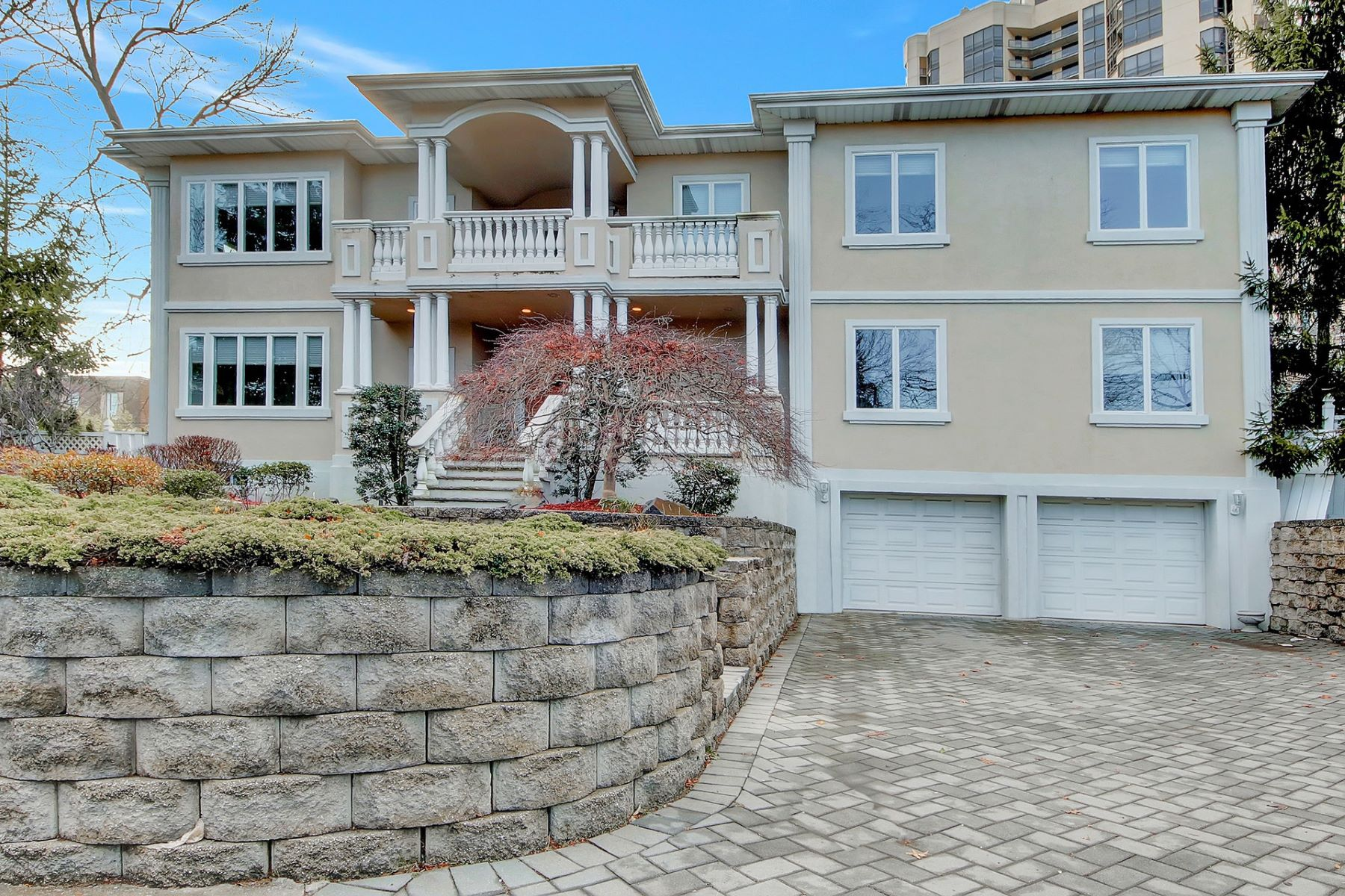 Single Family Home for Sale at Beautiful Colonial Estate 40 Route 5, Fort Lee, New Jersey 07024 United States