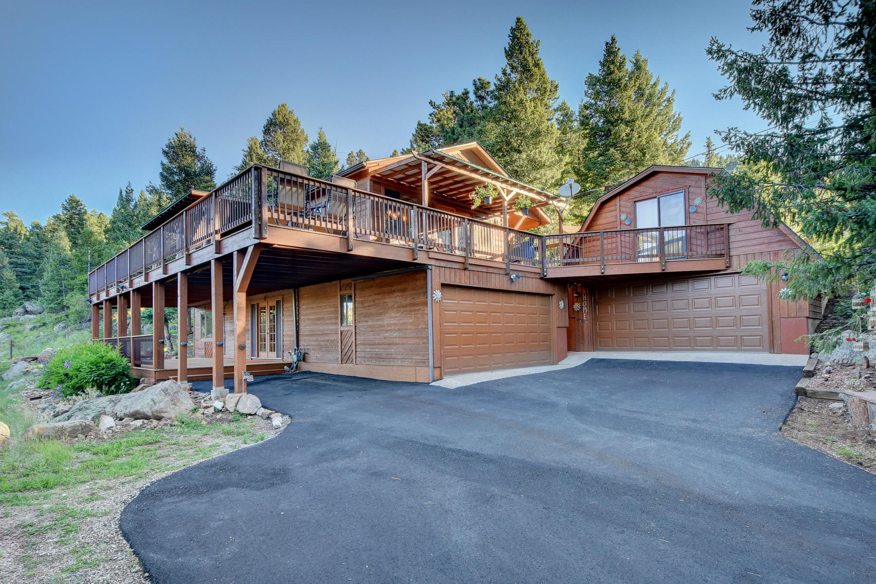 Single Family Homes για την Πώληση στο Private sunny home on cul-de-sac with sweeping mountain views 25893 Mosier Street, Conifer, Κολοραντο 80433 Ηνωμένες Πολιτείες