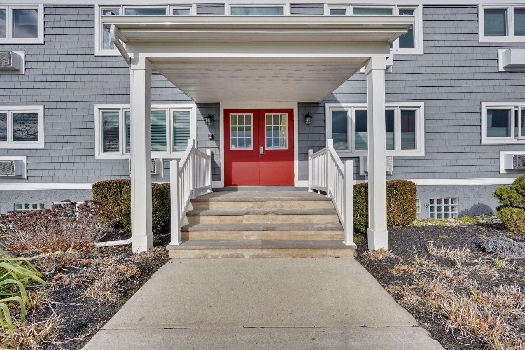 Condominiums для того Продажа на Exceptional Location with Stunning Views 210 5th Avenue 18, Belmar, Нью-Джерси 07719 Соединенные Штаты