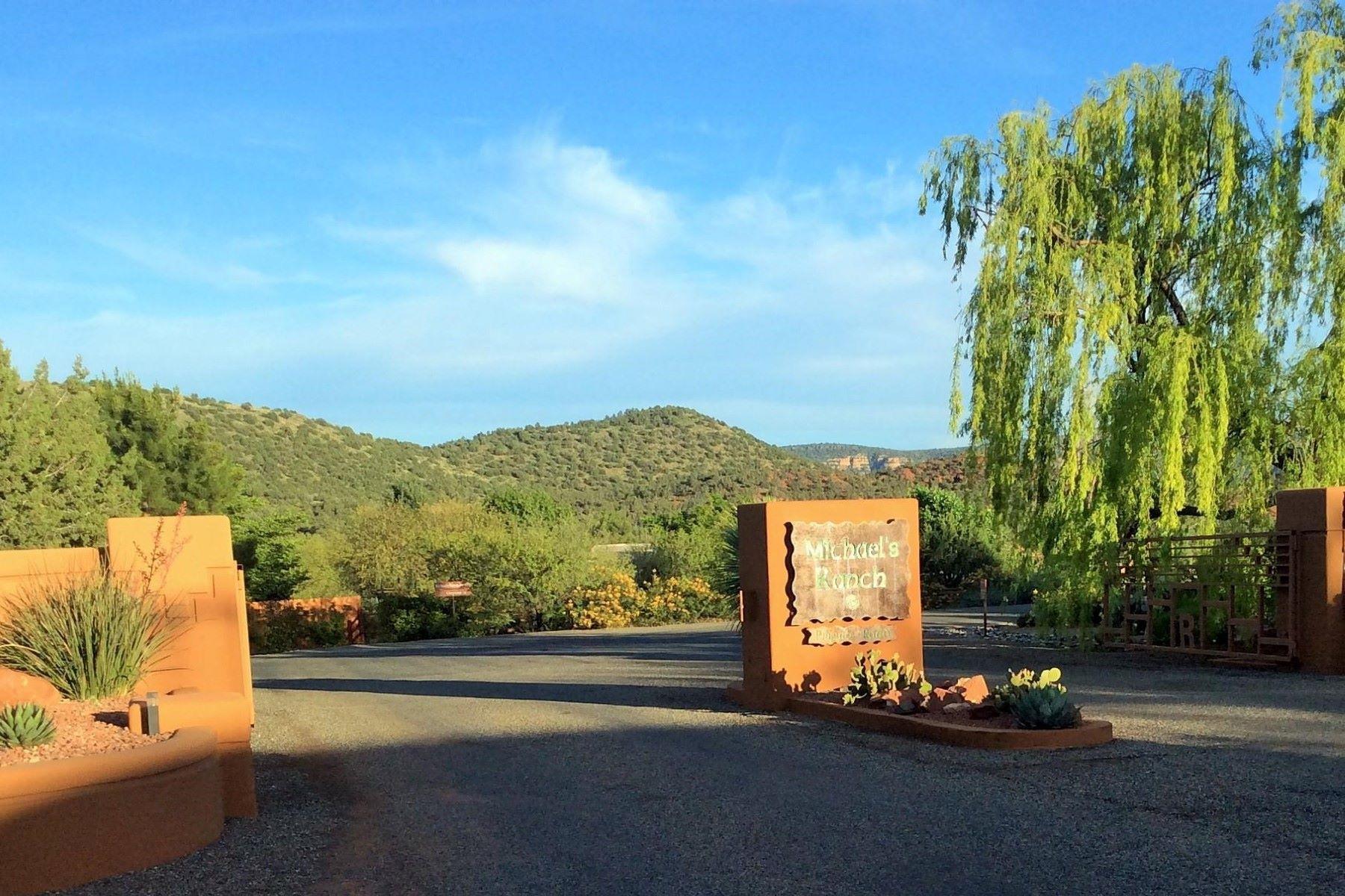 Terreno per Vendita alle ore Beautiful and scenic level .85 acre lot. 125 Chrysona Lane, Sedona, Arizona, 86336 Stati Uniti