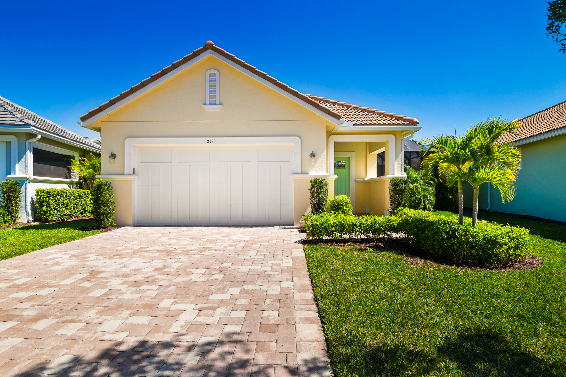 Single Family Homes for Sale at New Courtyard Home 2143 Falls Circle Vero Beach, Florida 32967 United States