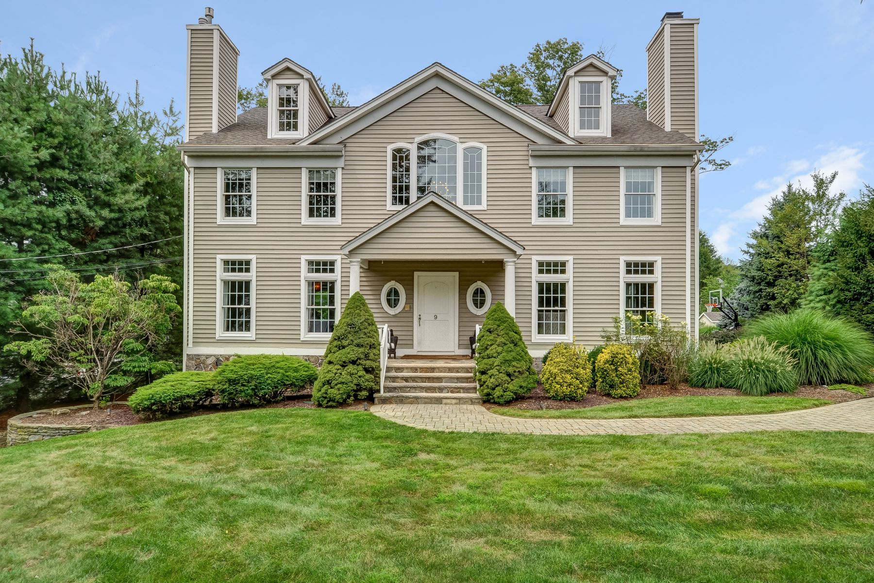 Moradia para Venda às Well Appointed Custom Colonial 9 Conkling Street, Basking Ridge, Nova Jersey 07920 Estados Unidos