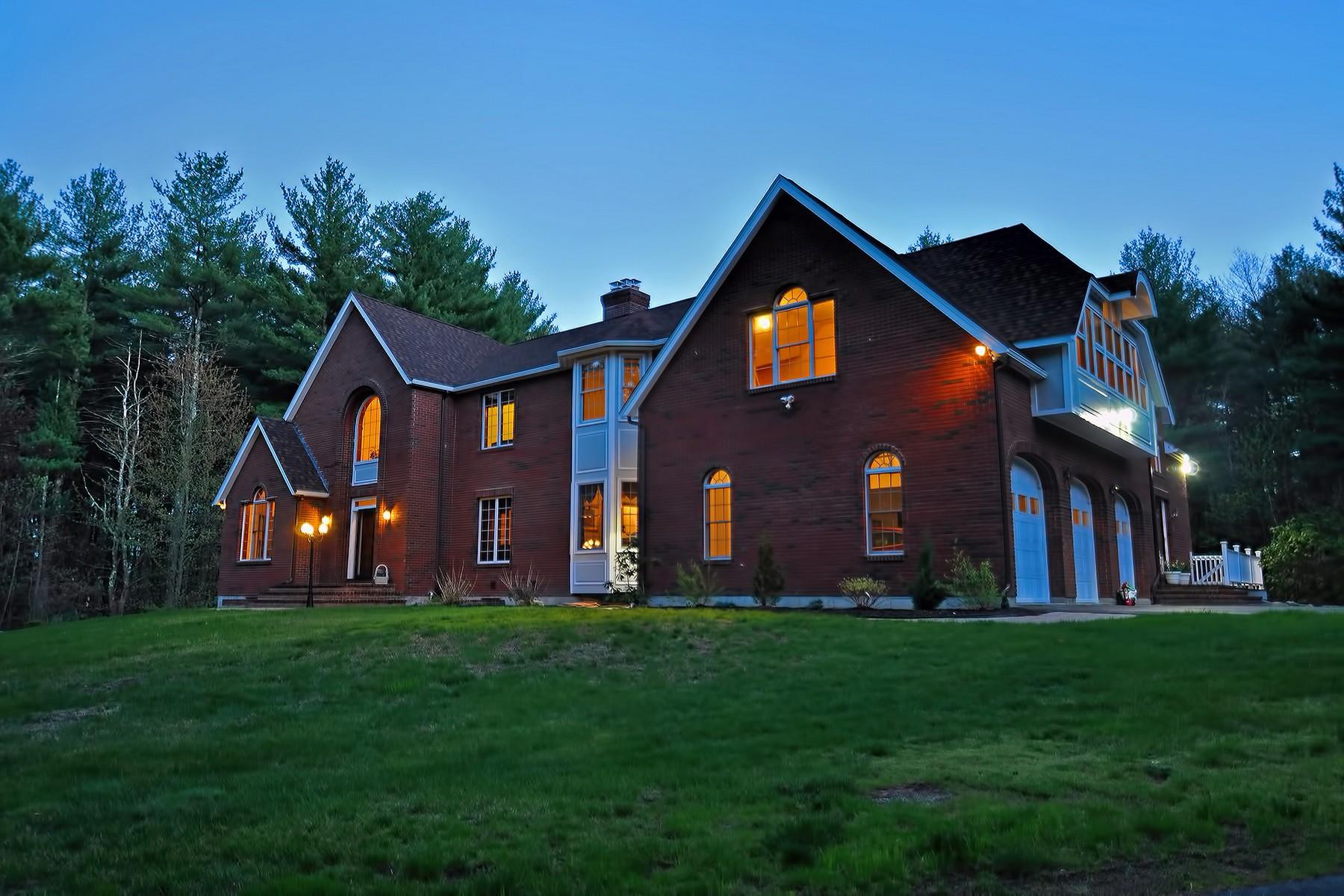 Maison unifamiliale pour l Vente à Stately Colonial 261 Green St Northborough, Massachusetts 01516 États-Unis