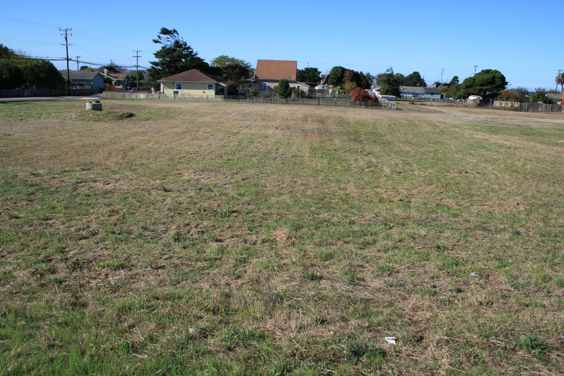 Terreno por un Venta en Corner Lot For Development 485 South Lincoln Street Fort Bragg, California 95437 Estados Unidos
