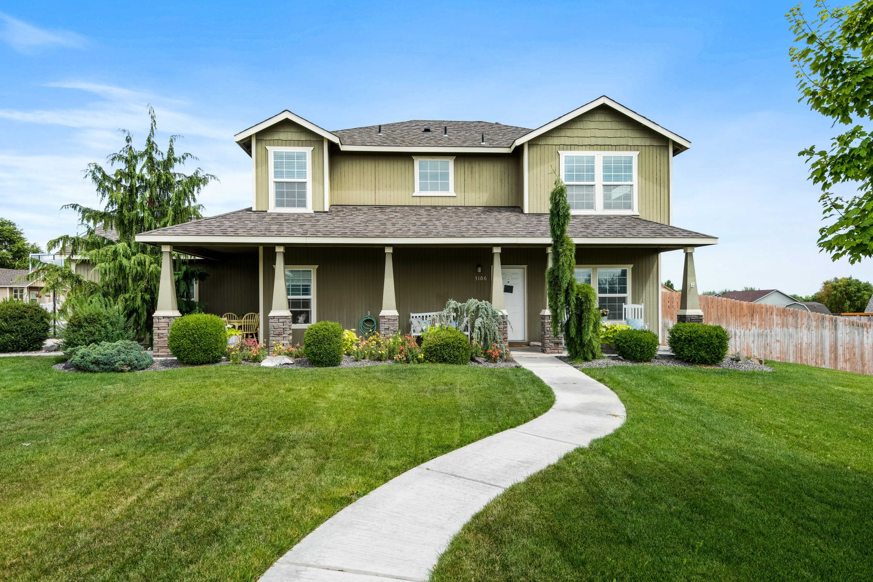Single Family Homes for Sale at MOVE IN READY 3106 S Highlands Blvd West Richland, Washington 99354 United States