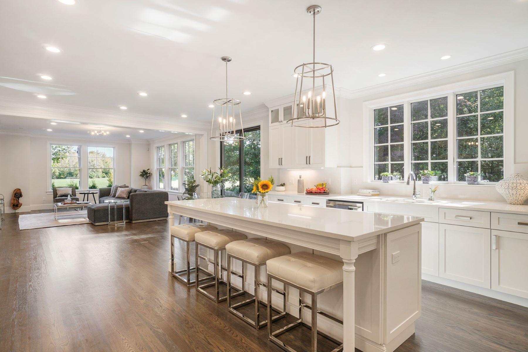 Single Family Homes 为 销售 在 8 Sharpe Rd. 牛顿, 马萨诸塞州 02459 美国