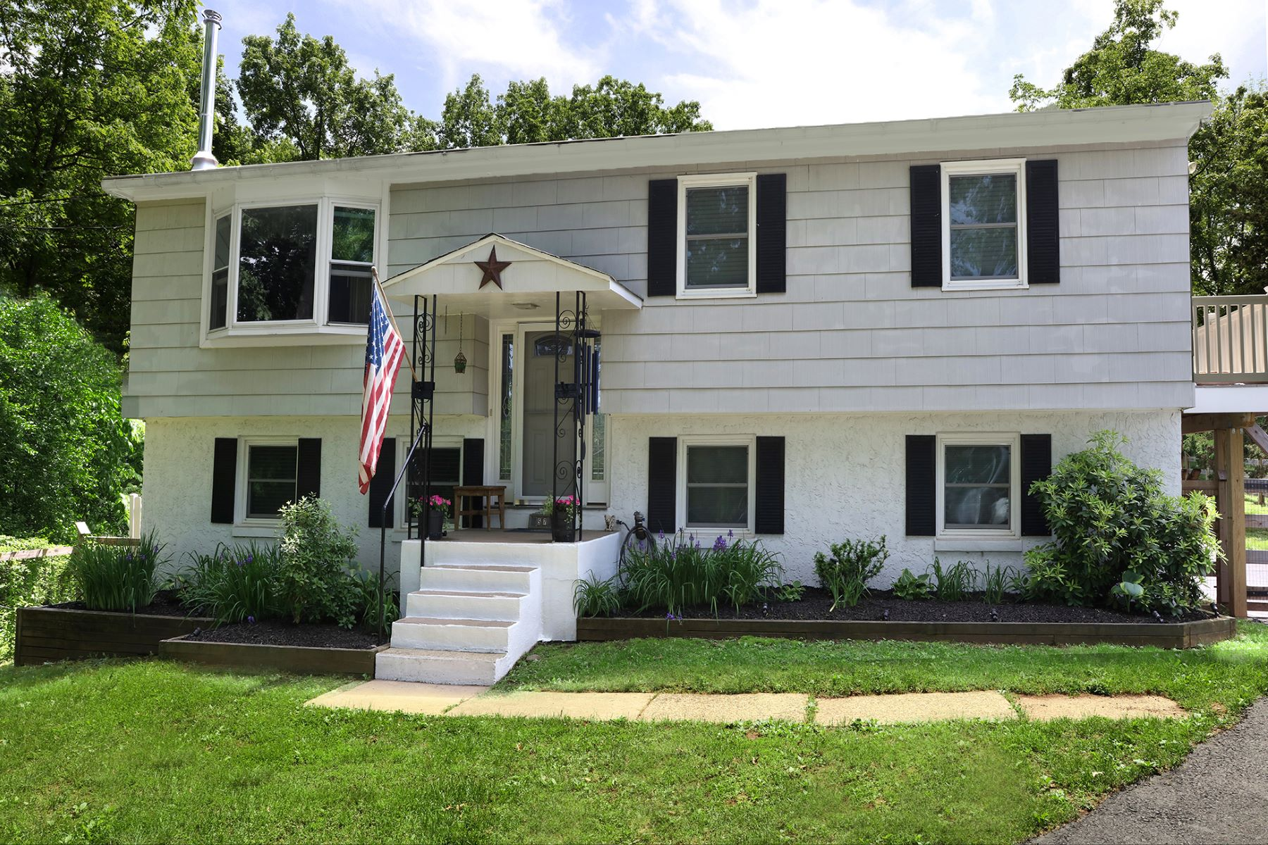 Additional photo for property listing at Spacious and Totally Updated Rental Available 2441 Reeder Road, New Hope, Pennsylvania 18938 United States