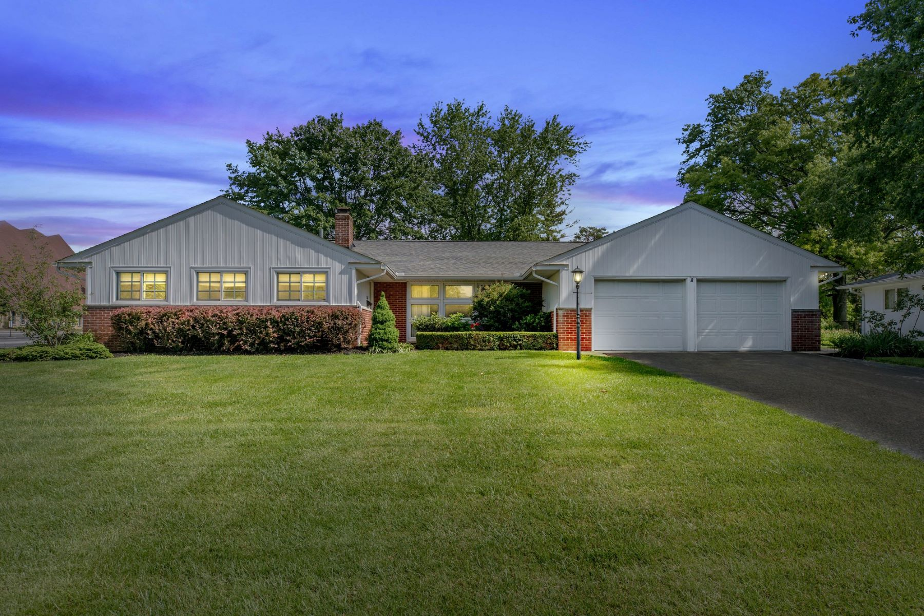 Single Family Home for Sale at 2268 Lytham Road Upper Arlington, Ohio, 43220 United States
