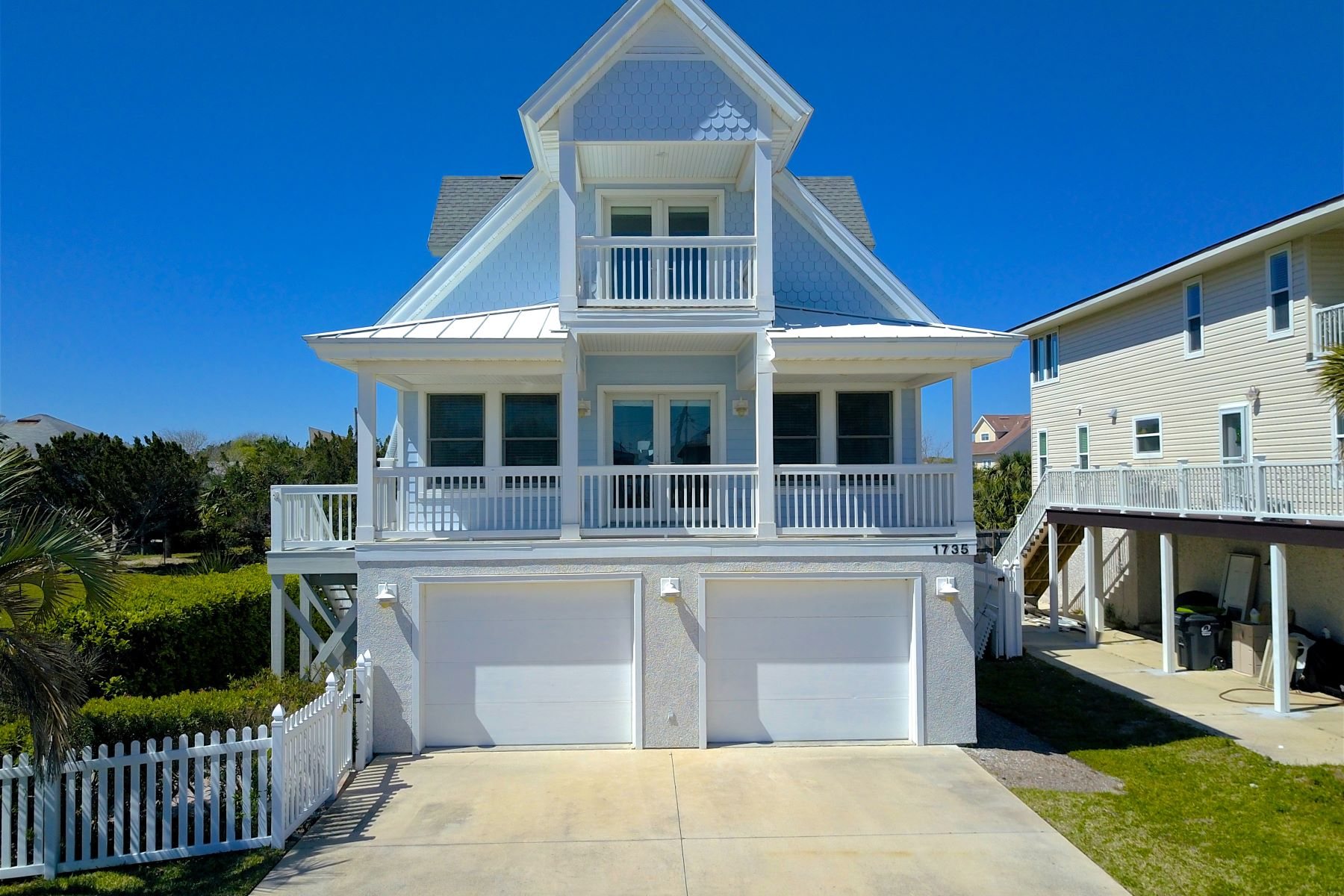 Casa para uma família para Venda às Charming Beach House with Ocean Views 1735 North Fletcher Avenue Amelia Island, Florida, 32034 Estados Unidos
