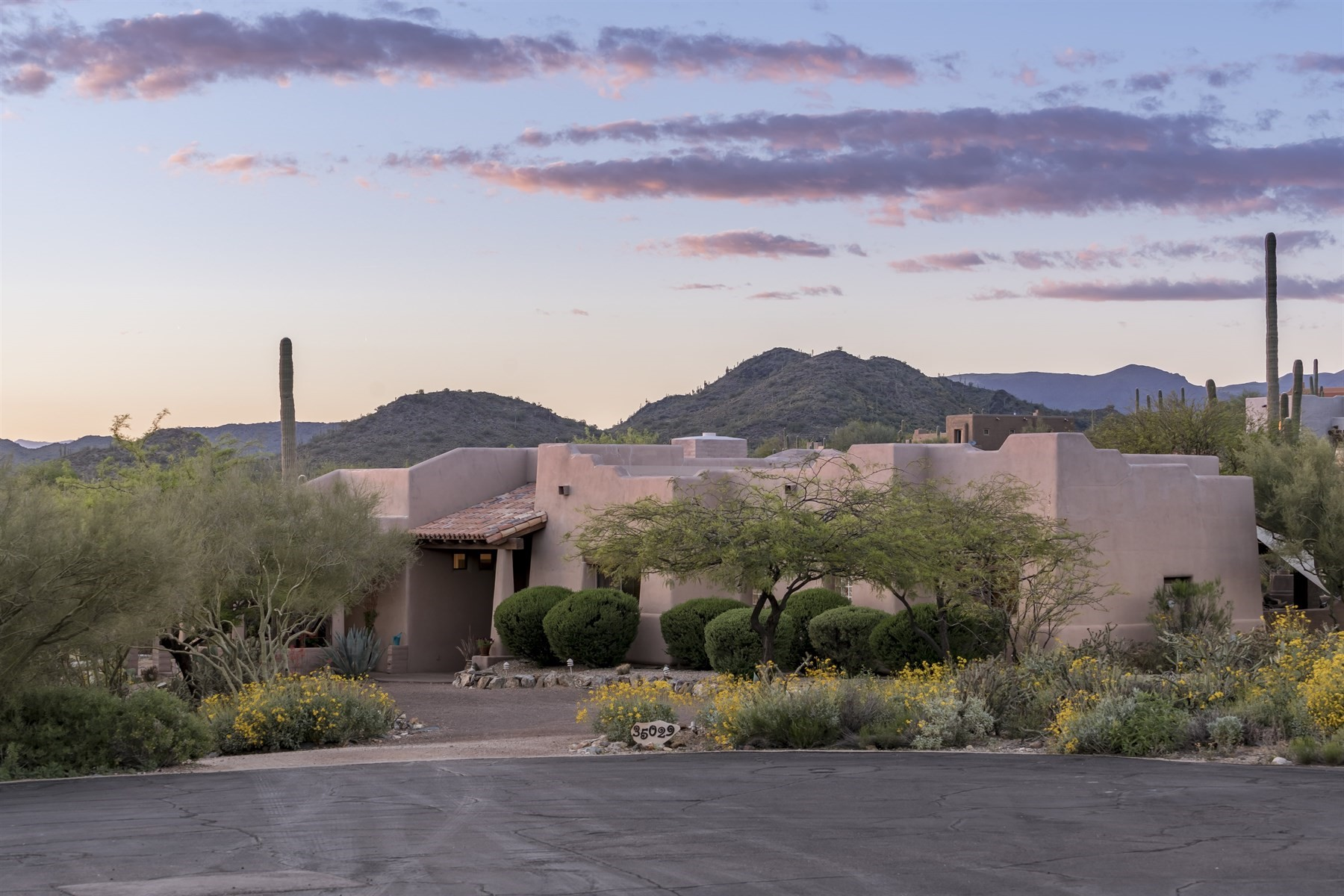 Single Family Home for Sale at Beautiful home with incredible views 35029 N Sunset Trl Carefree, Arizona, 85377 United States
