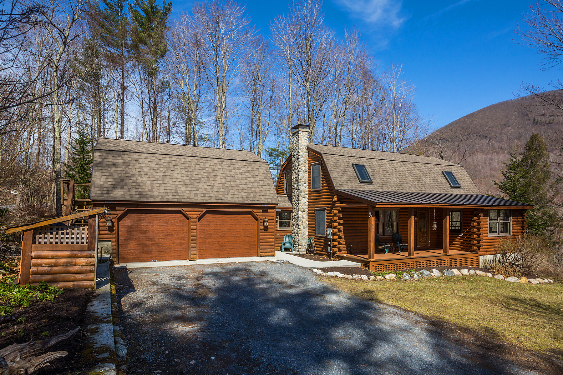 Single Family Homes for Sale at Meticulous Log Home 186 Hollerith Rd Arlington, Vermont 05250 United States