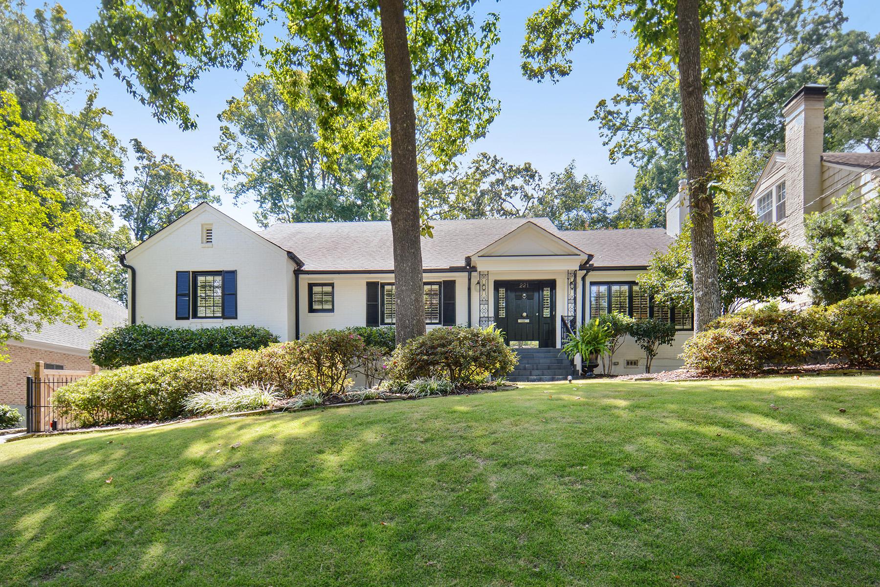 Single Family Homes pour l Vente à Beautiful Renovation In Ansley Park 221 Beverly Road NE Atlanta, Georgia 30309 États-Unis