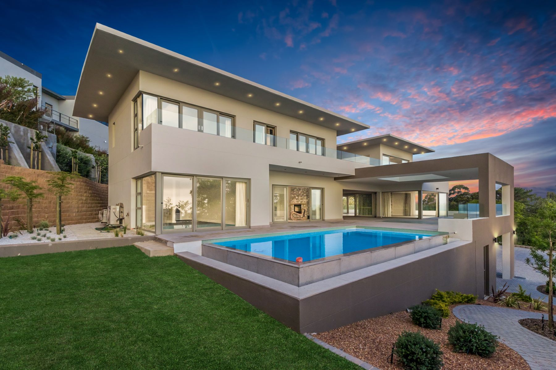 Single Family Homes por un Venta en Brand new masterpiece set high up in a tranquil setting 58 Silverboomkloof Spanish Farm Somerset West, Provincia Occidental Del Cabo 7130 Sudáfrica