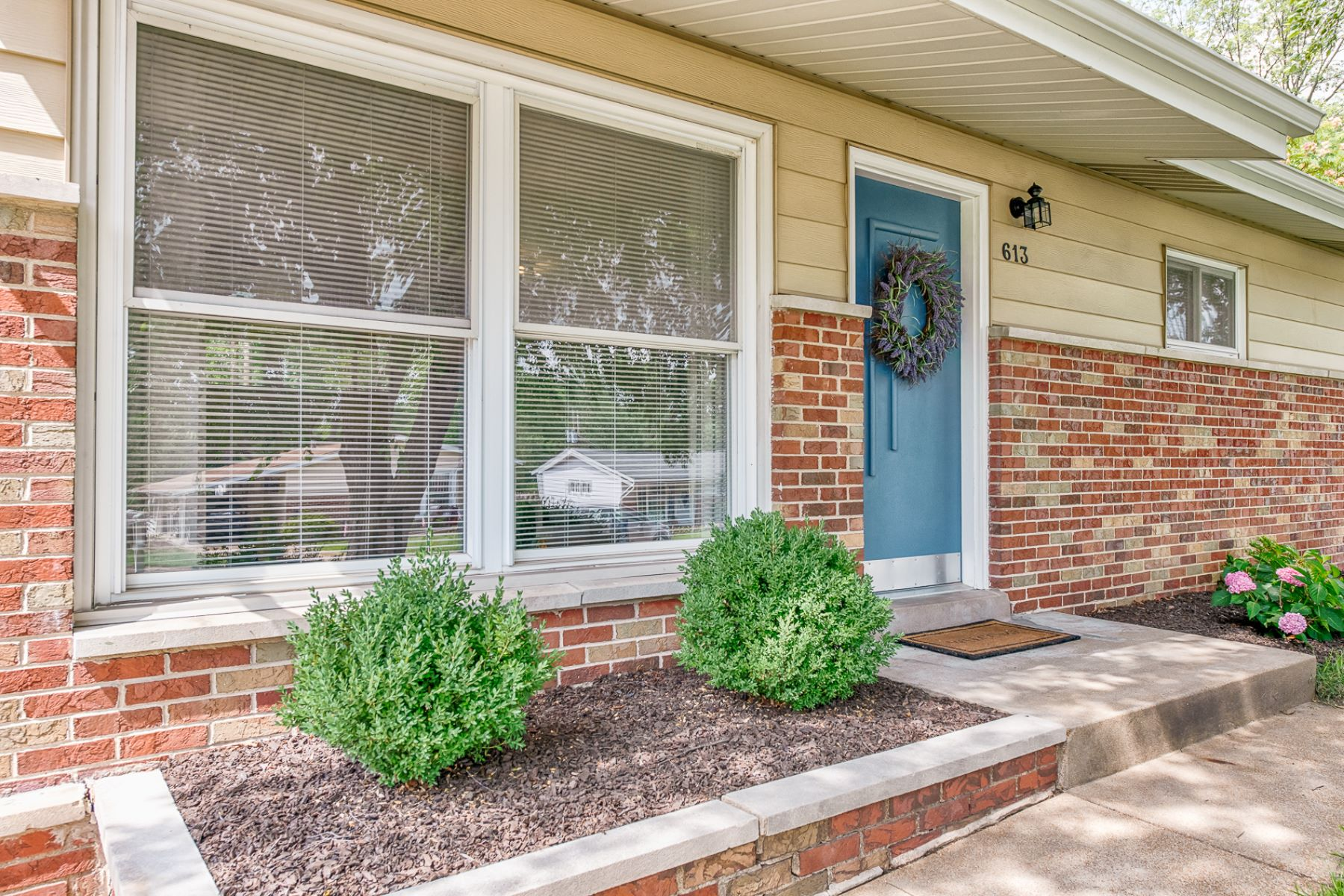 Single Family Home for Sale at Acorn Dr 613 Acorn Dr Crestwood, Missouri 63124 United States