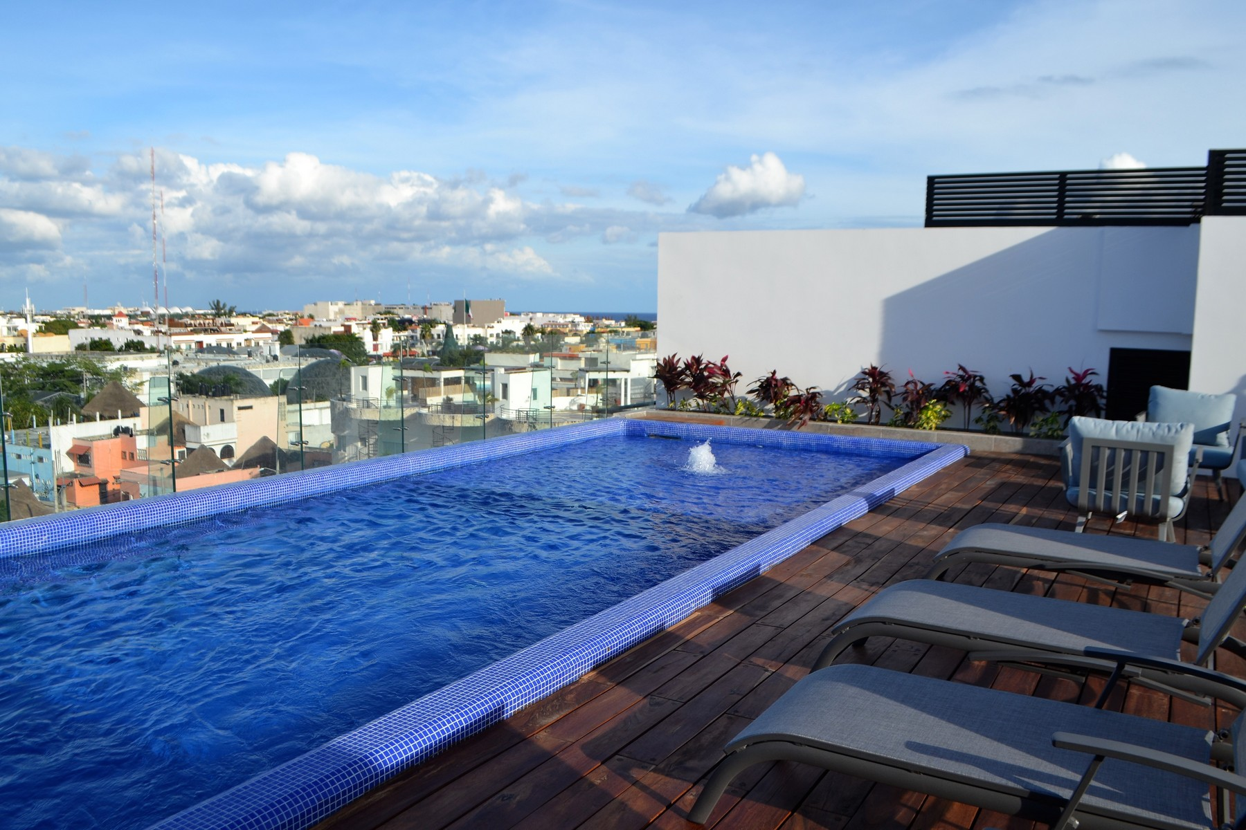 شقة بعمارة للـ Sale في SPACIOUS APARTMENTS IN LUXURIOUS AND WELL LOCATED NEW BUILDING Spacious apartments in luxurious and well located new building 6th North Street, Playa Del Carmen, Quintana Roo, 77710 Mexico