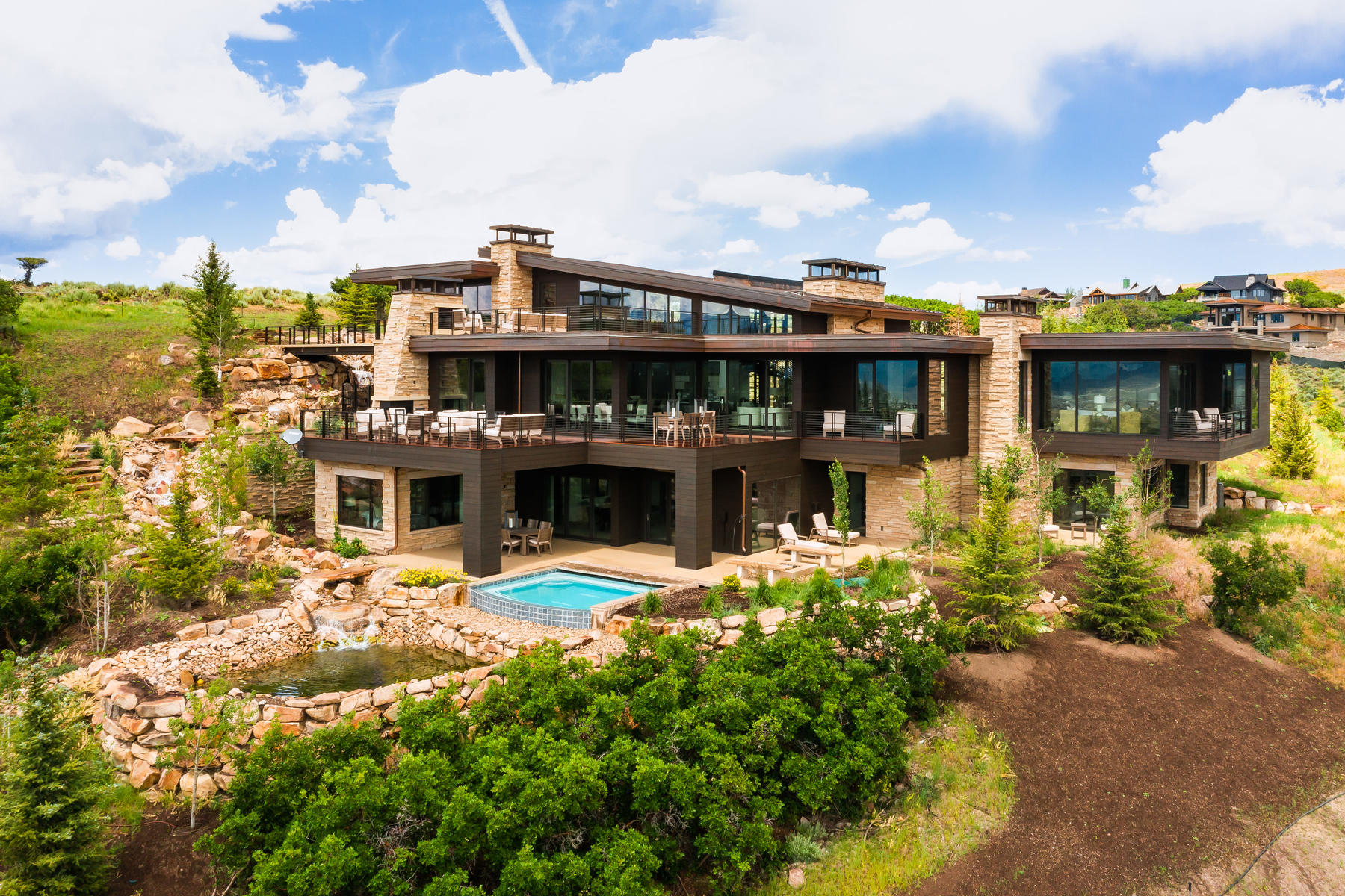 Single Family Homes for Active at Stunning Upwall Family Retreat! 8785 N Lookout Lane Park City, Utah 84098 United States
