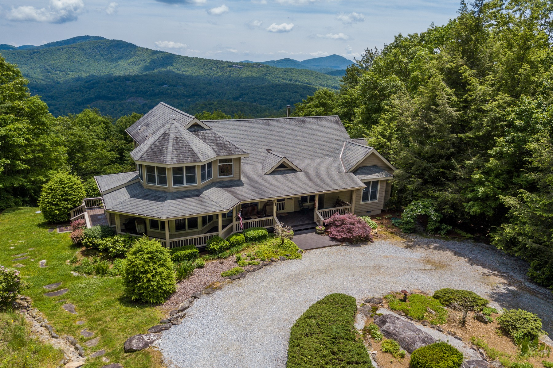Single Family Homes for Active at 435 Treasurewood Road Glenville, North Carolina 28736 United States