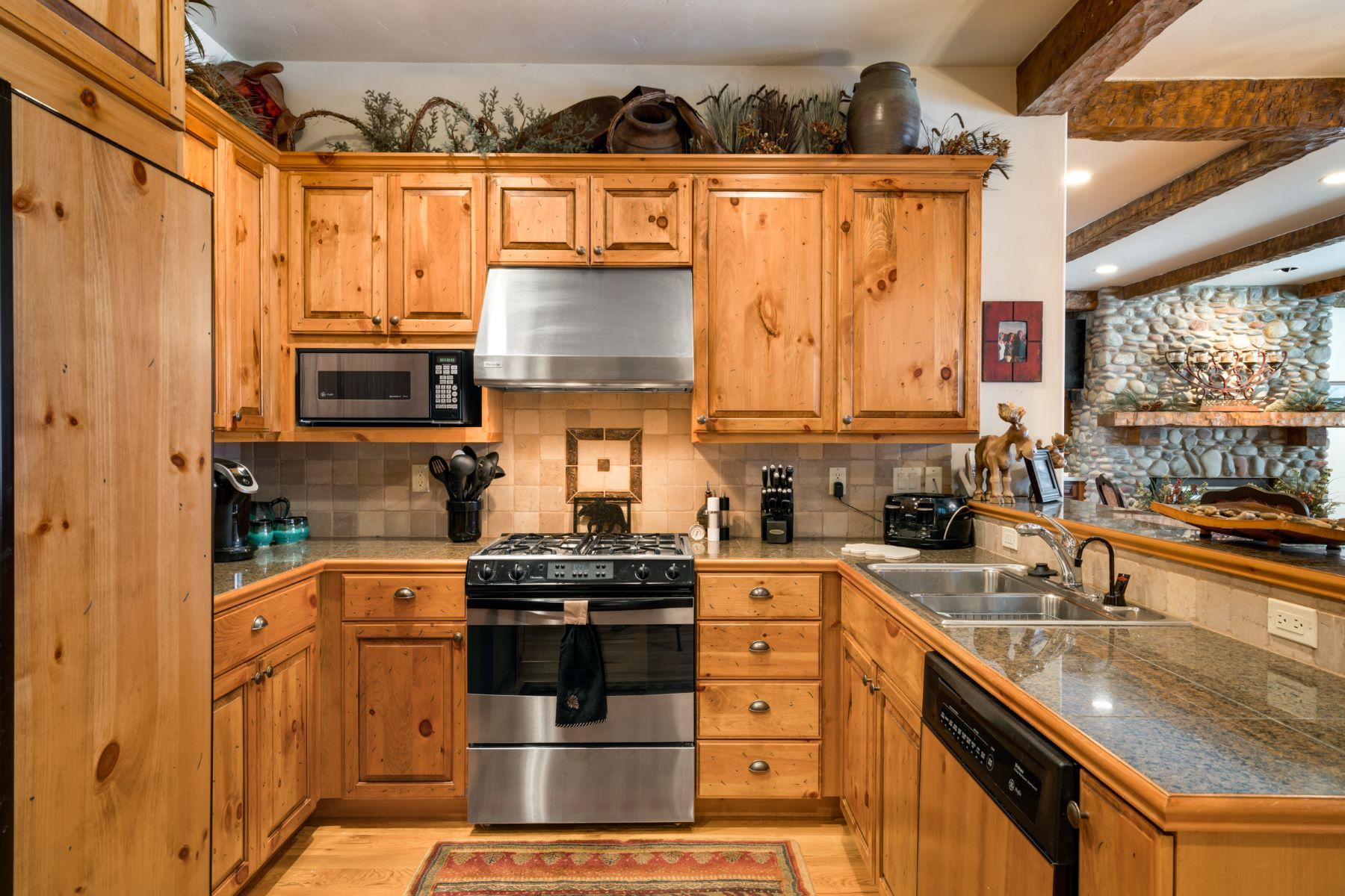Additional photo for property listing at Lake Catamount Cabin 30435 Lakeshore Trail Steamboat Springs, Colorado 80487 United States