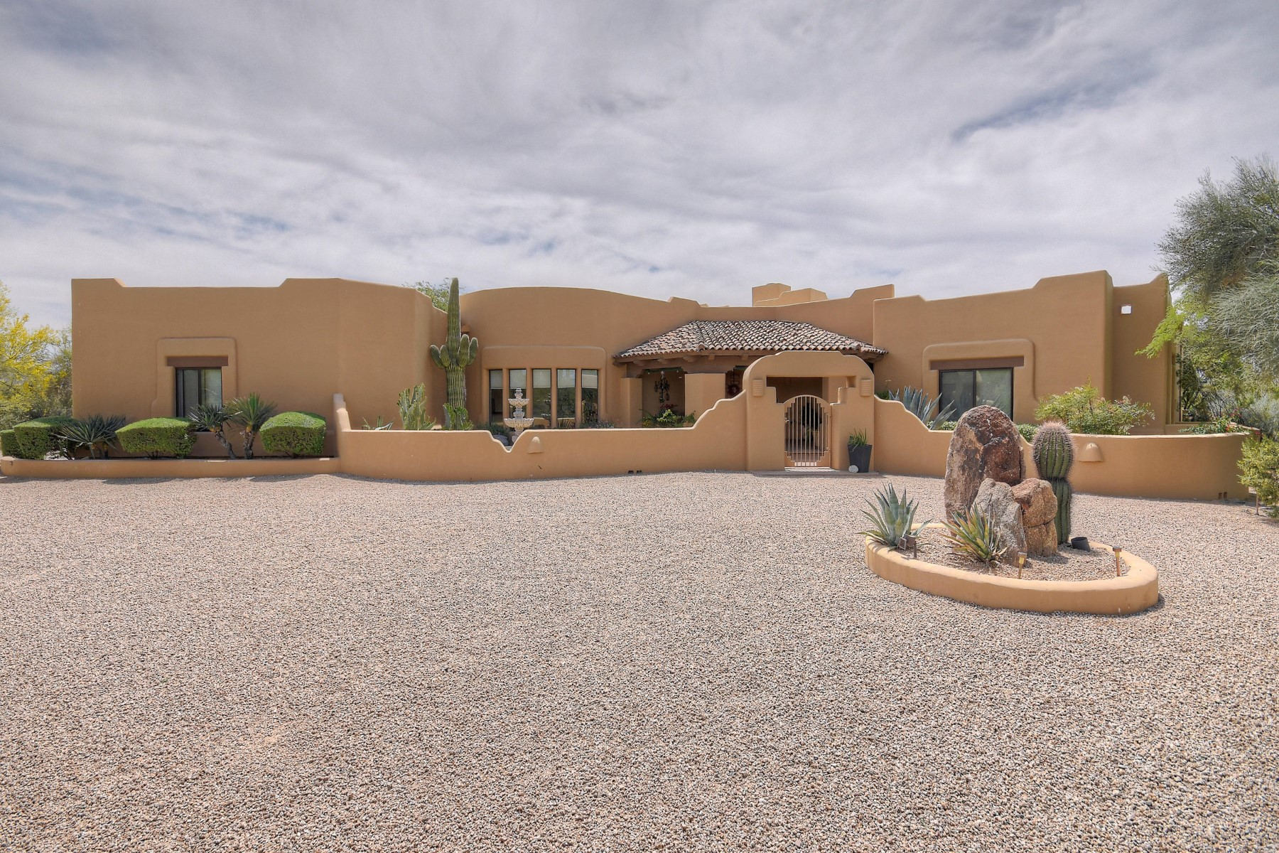 Single Family Home for Sale at Single level custom home in the guard gated community of Sincuidados 30600 N Pima Rd #117 Scottsdale, Arizona, 85266 United States