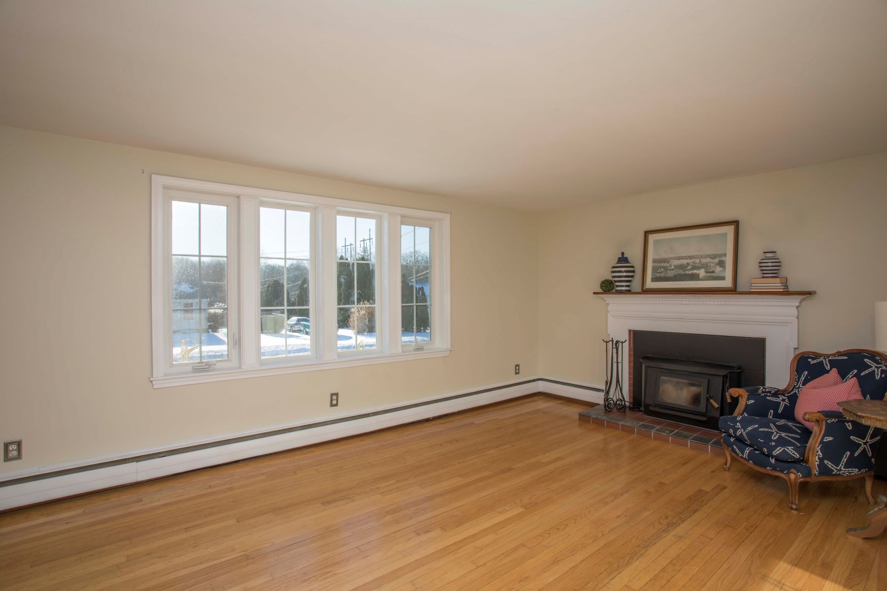 Additional photo for property listing at Pristine Cape 58 Long Meadow Road Portsmouth, Rhode Island 02871 United States