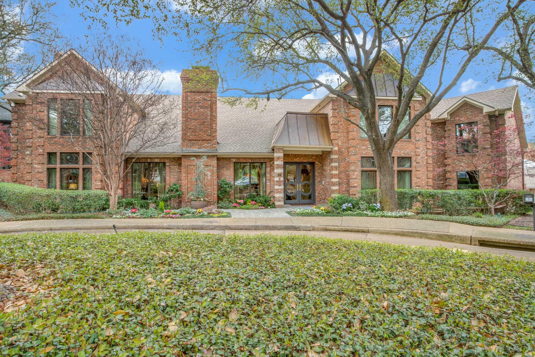 단독 가정 주택 용 매매 에 Fabulous Large Home with Great Floor Plan 7 Abbotsford Court, Dallas, 텍사스, 75225 미국