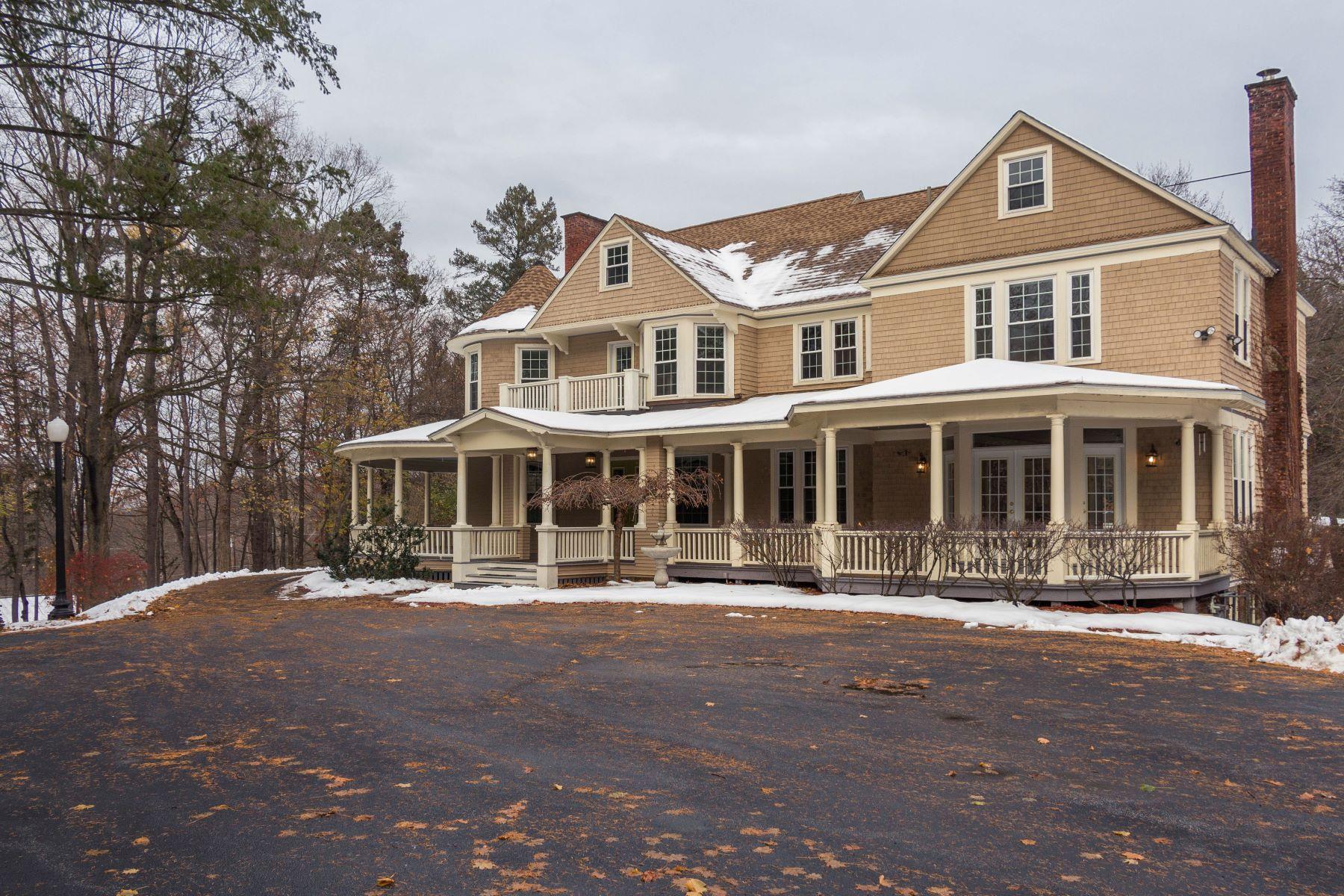 Maison unifamiliale pour l Vente à Queen Anne Estate in Troy 10 Kinney St Troy, New York 12180 États-Unis