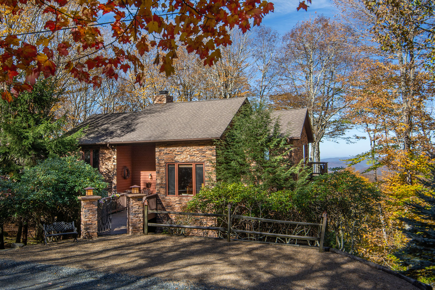 Single Family Homes for Sale at BEECH MOUNTAIN - THE CLIFFS 102 Hummingbird Ln Beech Mountain, North Carolina 28604 United States