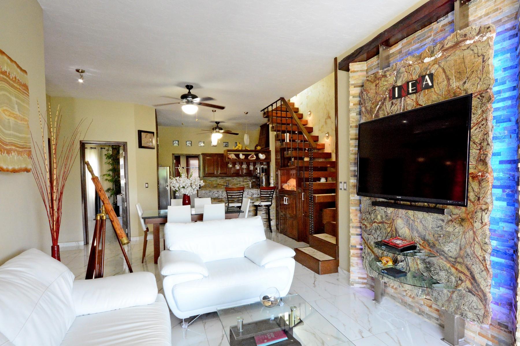 Condomínio para Venda às THREE BEDROOM LAS OLAS PENTHOUSE Three Bedroom Las Olas Penthouse 1st Ave. North Playa Del Carmen, Quintana Roo, 77710 México