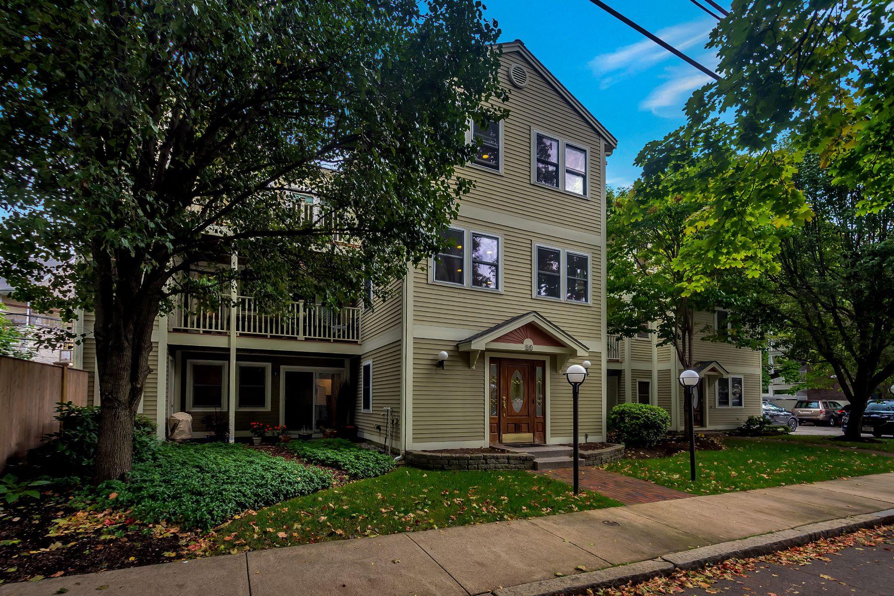 Condominiums por un Venta en 30 Cameron Street 30 Cameron St #5 Brookline, Massachusetts 02445 Estados Unidos