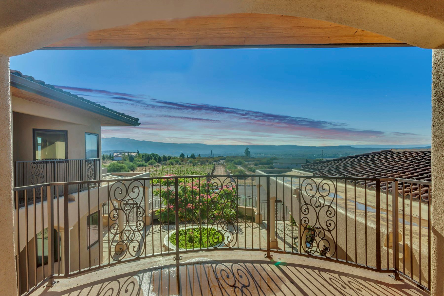 single family homes for Active at Great Home on 2.92 Acres with Vineyard 9370 E Bella Sorelle Way Cornville, Arizona 86325 United States