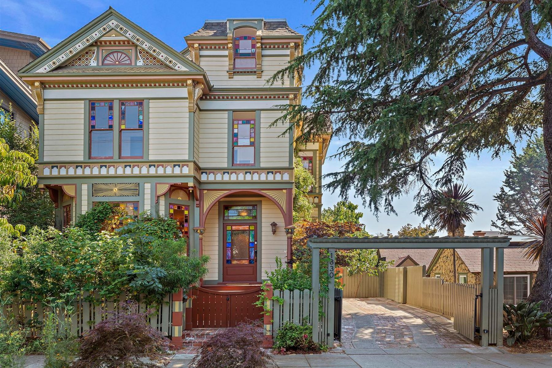 Single Family Homes por un Venta en Vibrant Victorian 1830 Berkeley Way Berkeley, California 94703 Estados Unidos