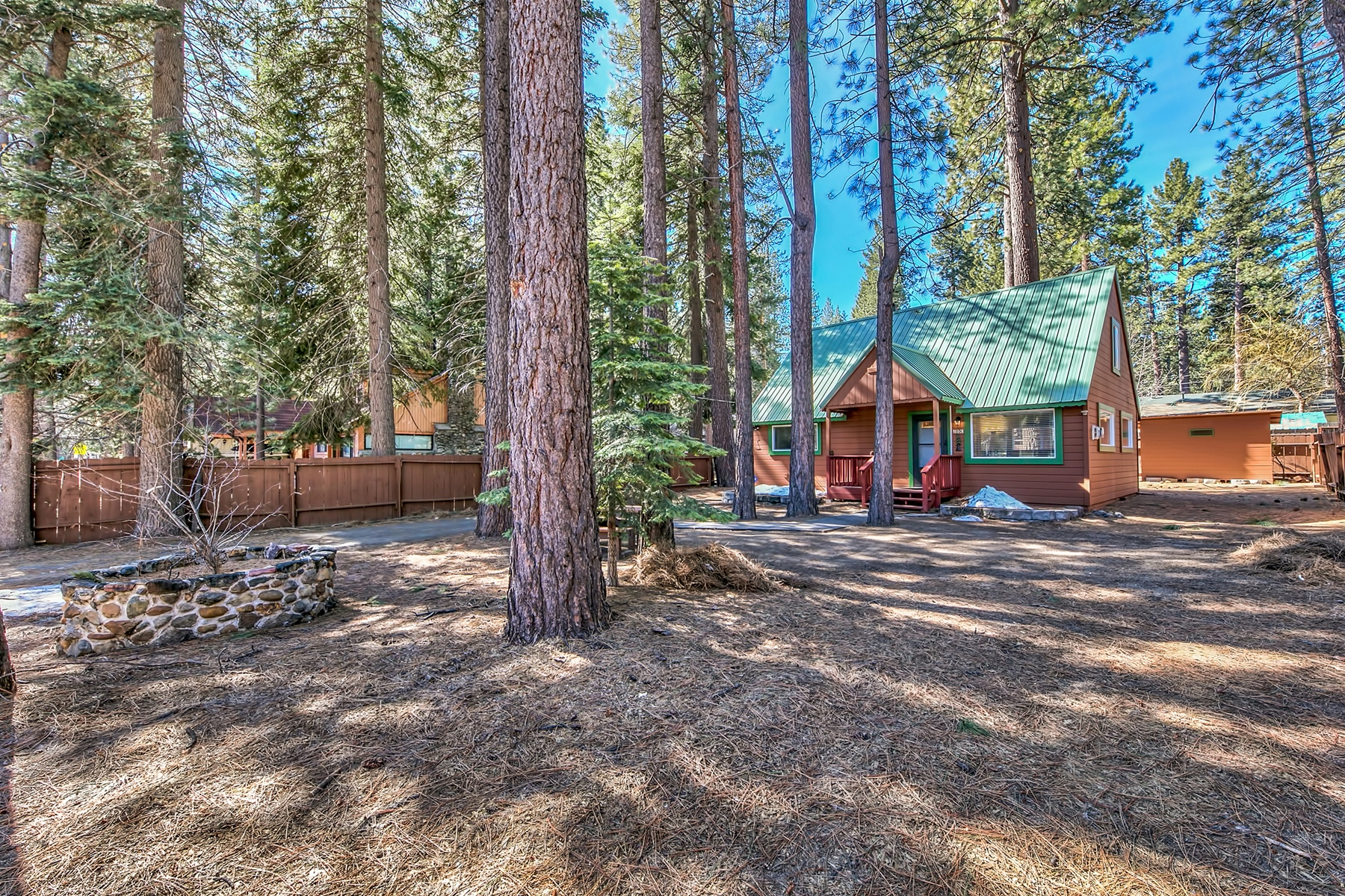Additional photo for property listing at 880 Tahoe Island Drive, South Lake Drive, CA 96150 880 Tahoe Island Drive South Lake Tahoe, California 96150 United States
