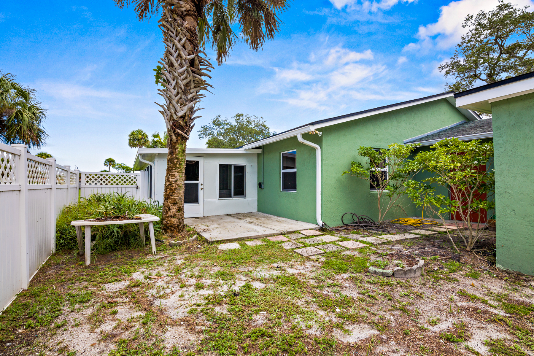 Additional photo for property listing at Clean, Solid Block Home in Well Established Neighborhood 1040 Mathers Street Melbourne, Florida 32935 United States