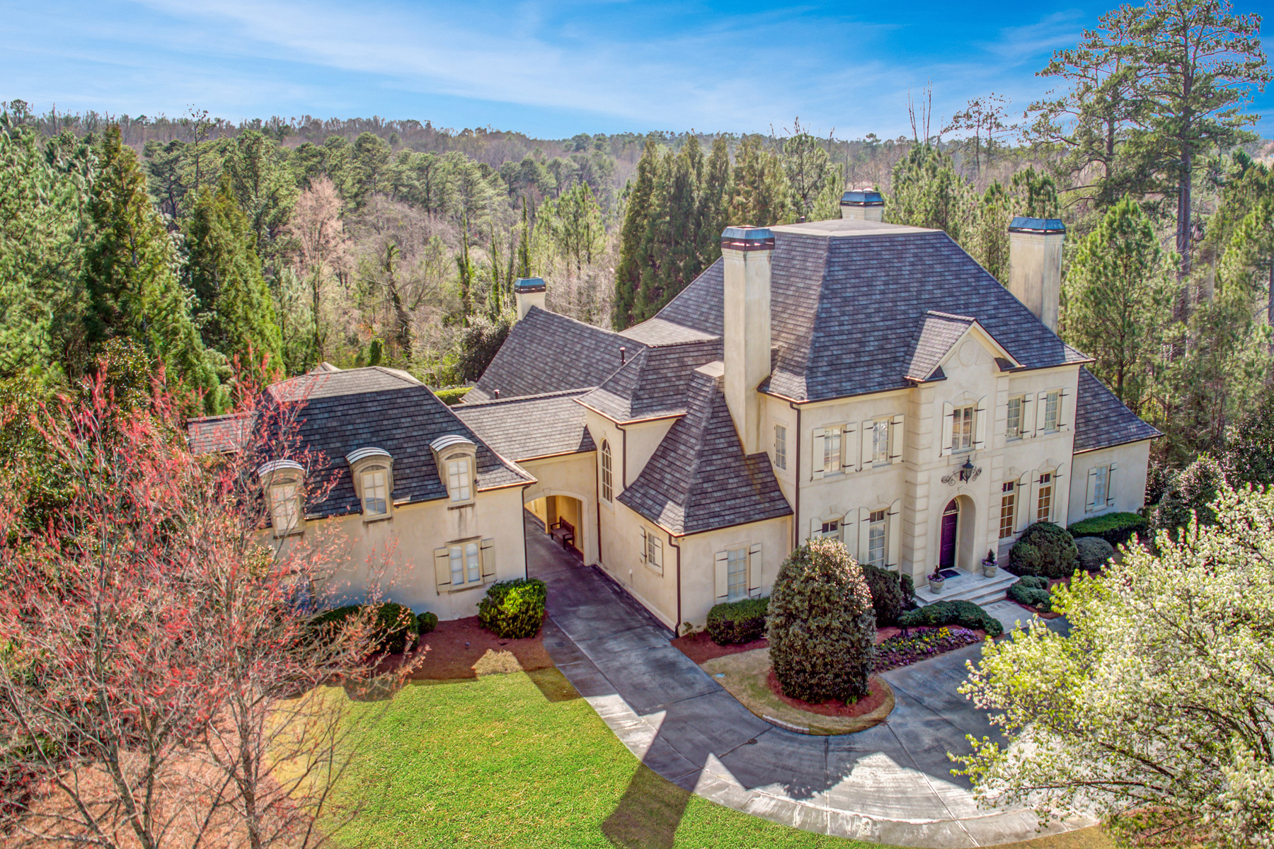 Single Family Homes for Active at Stunning True Neighborhood In Heards Ferry 420 Windship Pl Sandy Springs, Georgia 30327 United States