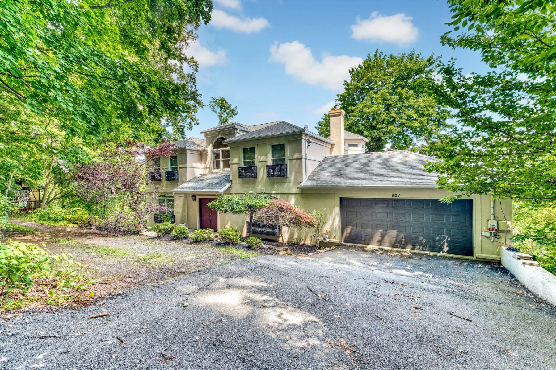 Single Family Homes 為 出售 在 Custom Built Stucco Colonial 921 Route 9W, Upper Grandview, 纽约 10960 美國