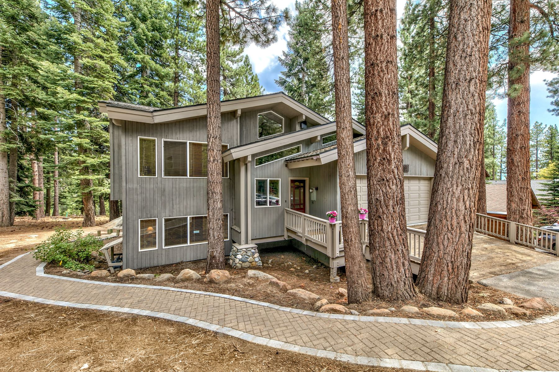 Single Family Homes 为 销售 在 Tahoe Lifestyle is Here 915 Jennifer St Incline Village, ???? 89451 ??