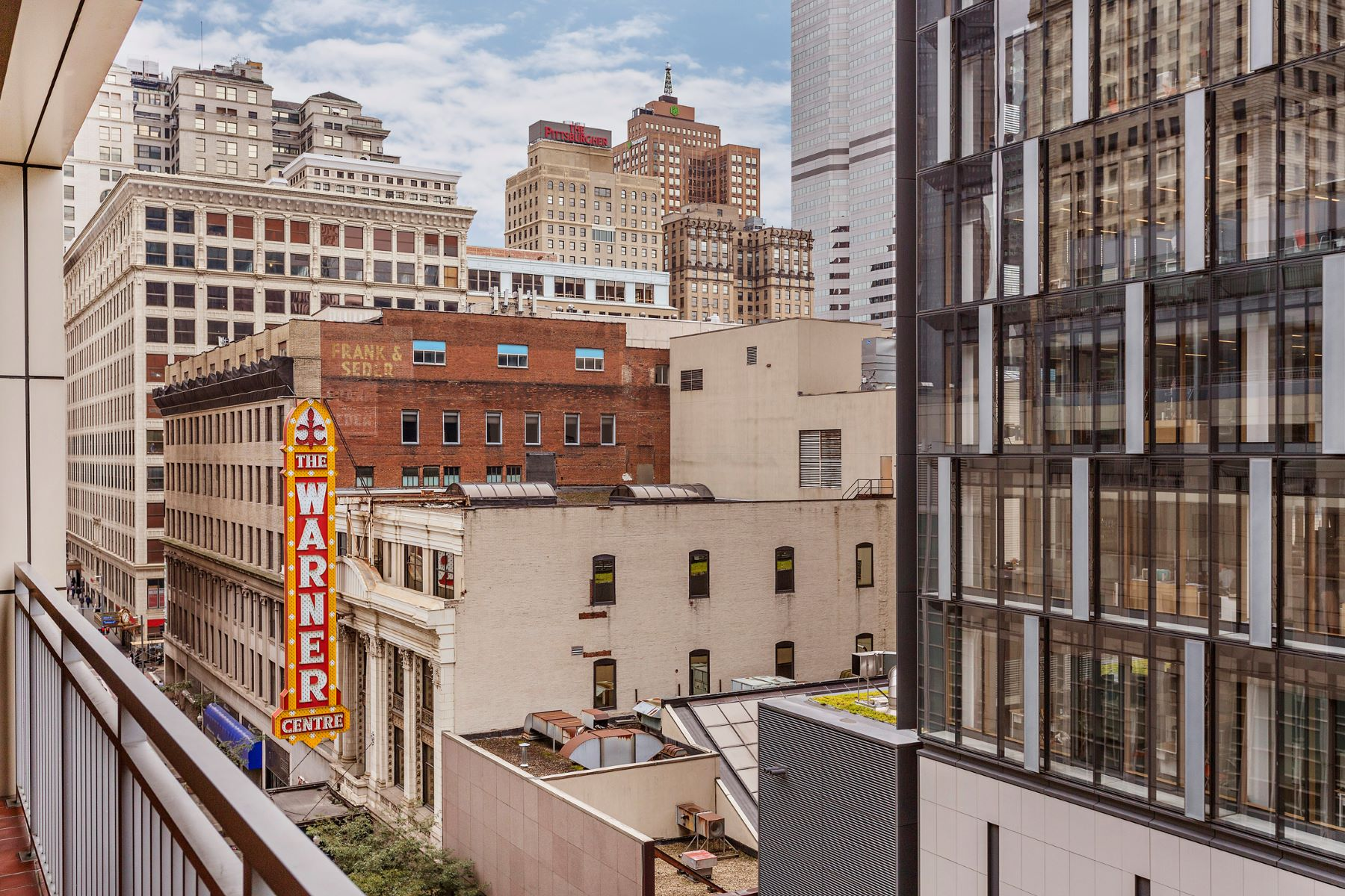 Additional photo for property listing at Curated Contemporary Living in Piatt Place 301 5th Avenue 503 Pittsburgh, Pennsylvania 15222 United States