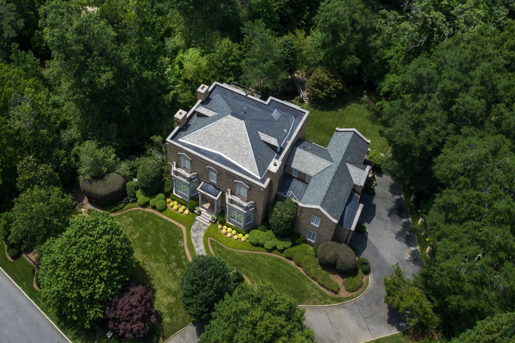 独户住宅 为 销售 在 Sophisticated Elegance 2920 Habersham Way NW Buckhead, 亚特兰大, 乔治亚州, 30305 美国