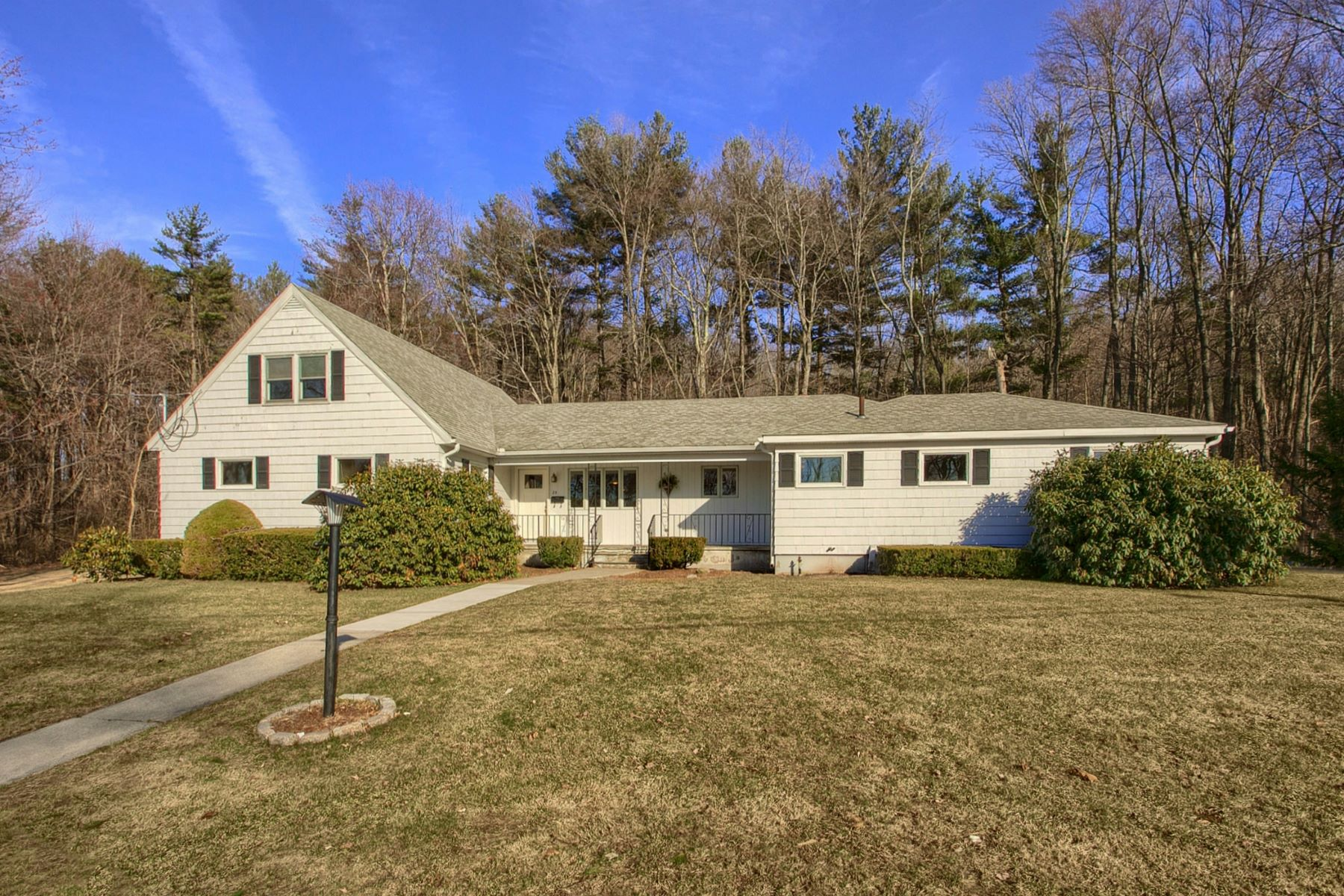 Single Family Home for Active at 25 Cloverleaf Rd, Leominster 25 Cloverleaf Rd Leominster, Massachusetts 01453 United States
