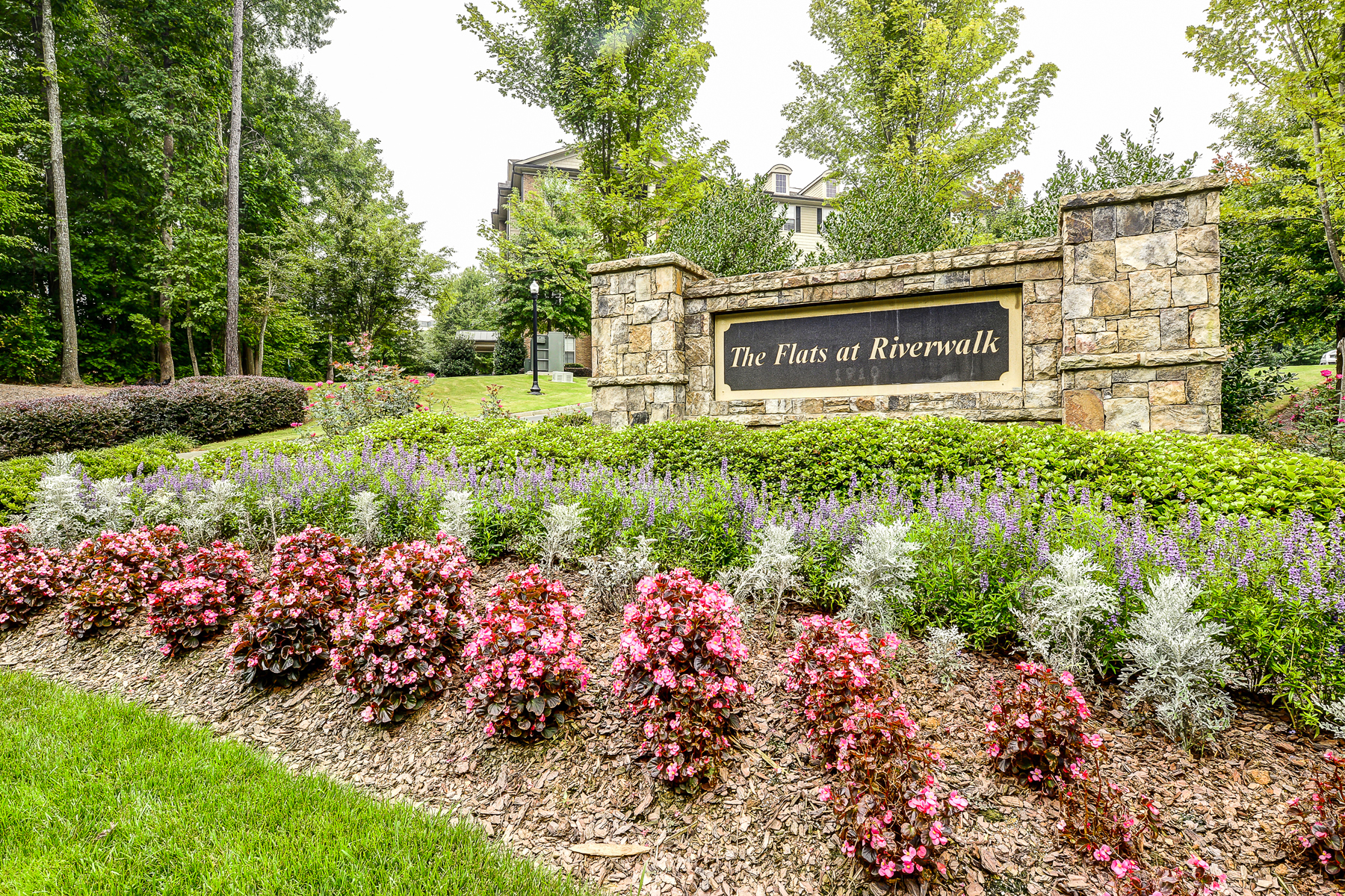 Copropriété pour l Vente à Beautiful Upgraded Condo 3150 Woodwalk Drive SE Unit 3104 Atlanta, Georgia, 30339 États-Unis
