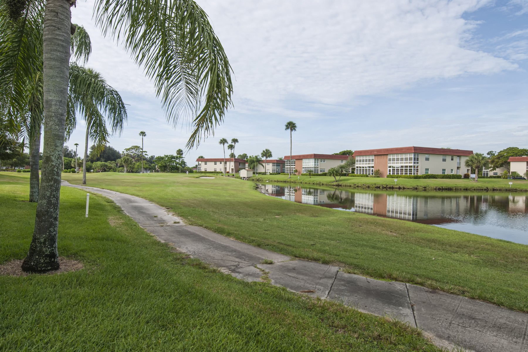 Condominiums for Sale at Cute One Bedroom Condo with Golf Course Views 76 Royal Oak Drive #204 Vero Beach, Florida 32962 United States