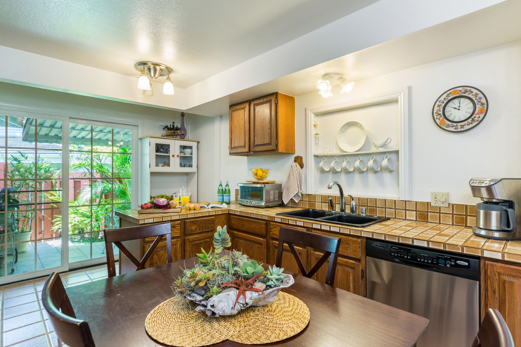 Additional photo for property listing at Rare Nuuanu Home 1 Coelho Way #1G Honolulu, Hawaii 96817 United States