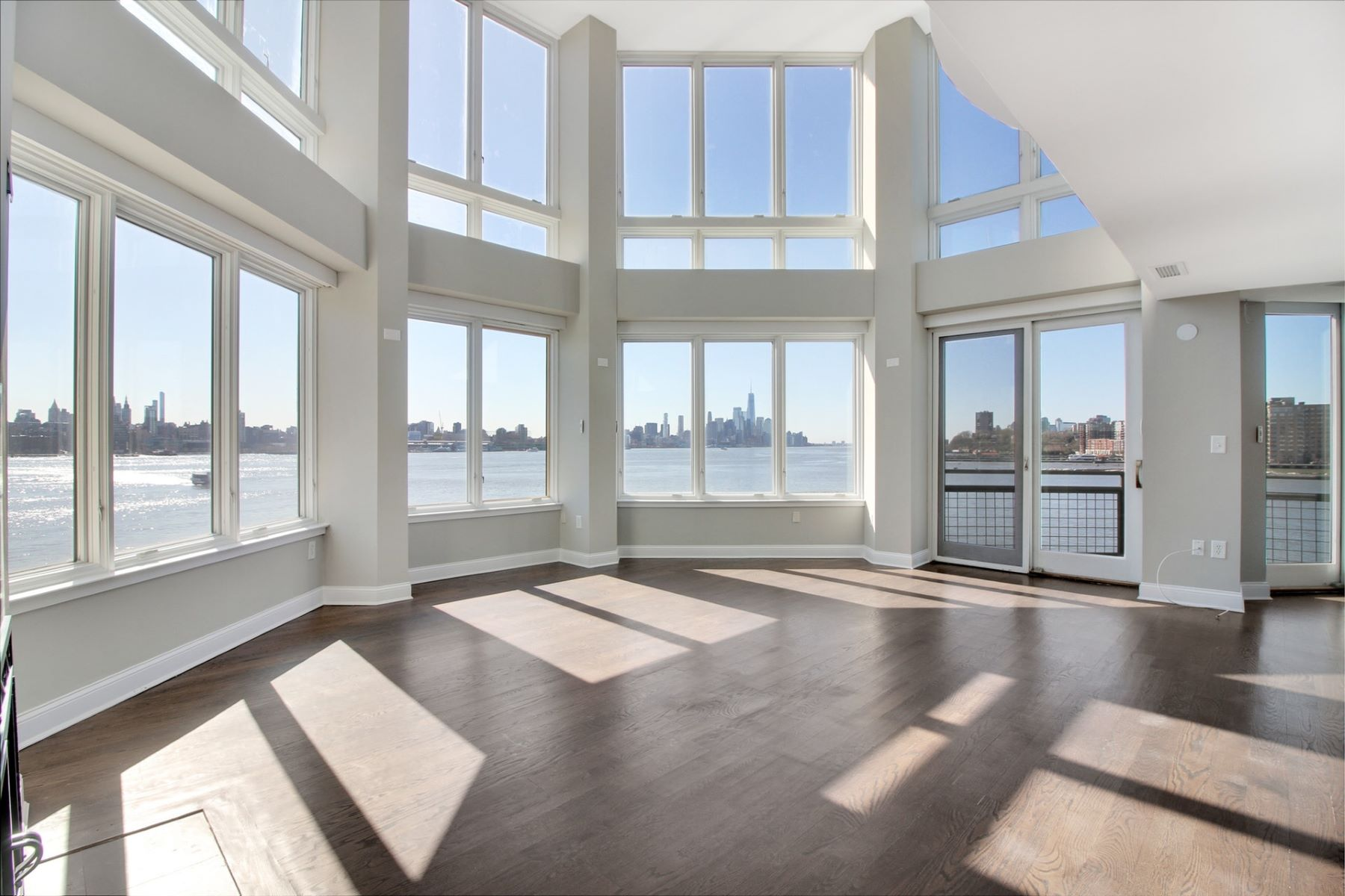 Appartement en copropriété pour l Vente à Welcome Home to This Beautiful, Sun-Filled 3 Bedroom / 3 Bathroom Condo 600 Harbor Blvd #1070, Weehawken, New Jersey 07086 États-Unis