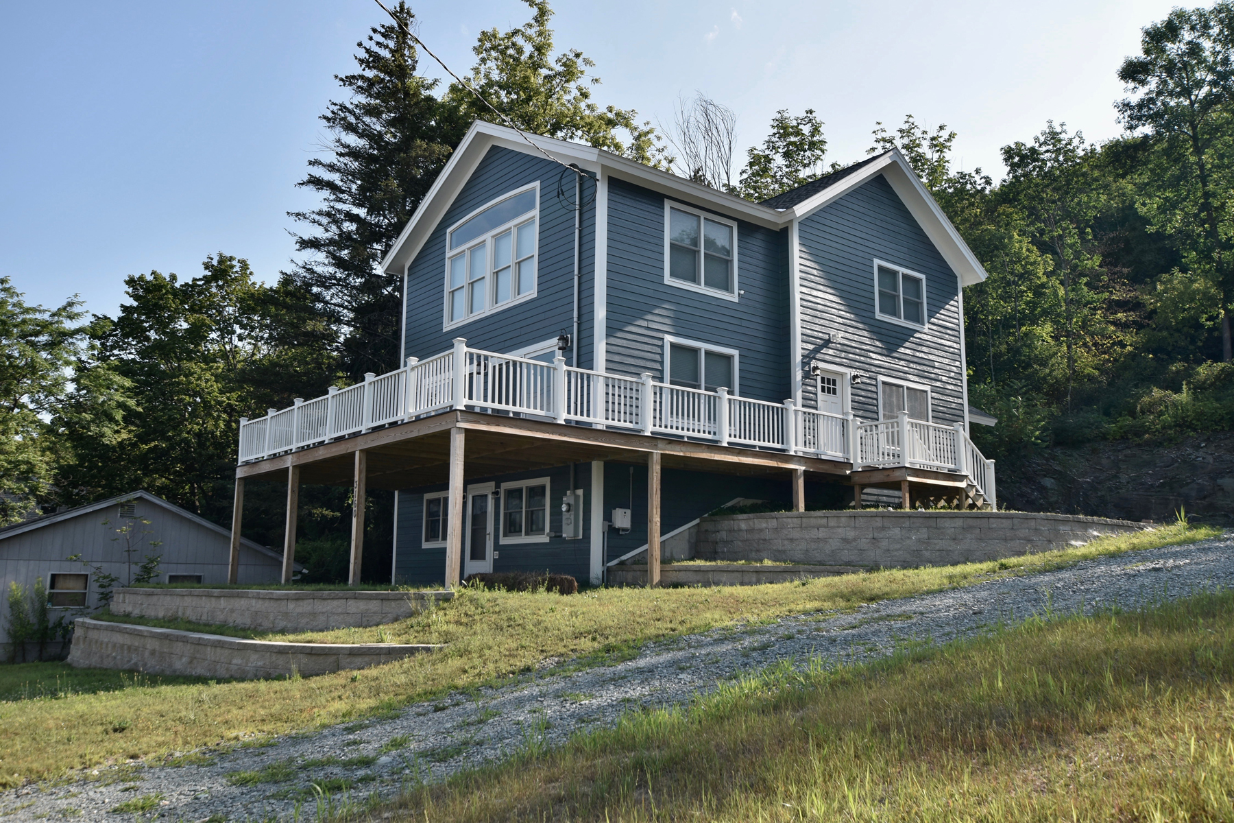Single Family Homes for Sale at EAST SHORE MAKEOVER. Stunning Upgrades. Impressive 3160 Route 30 North Castleton, Vermont 05735 United States