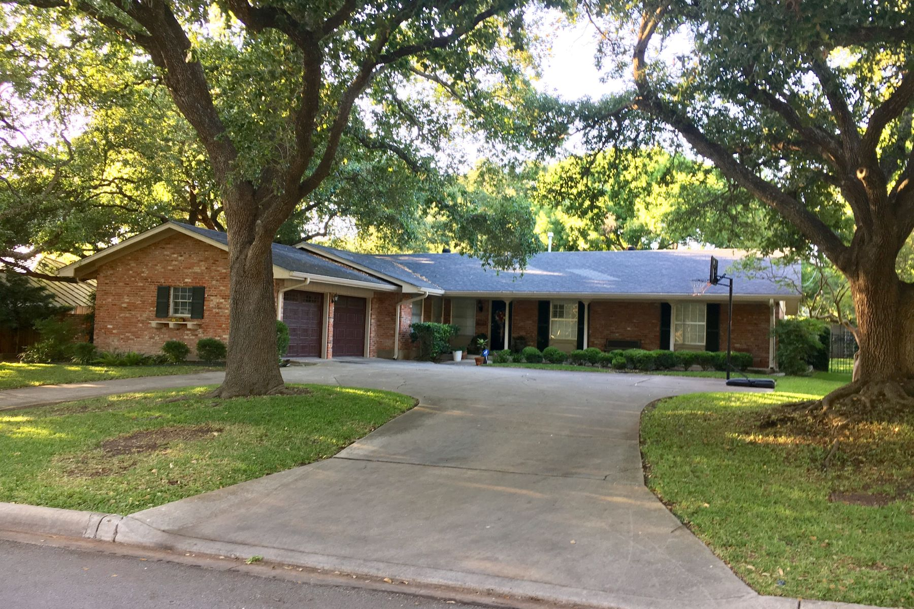 Single Family Home for Rent at 2303 Briarwood 2303 Briarwood San Antonio, Texas 78209 United States