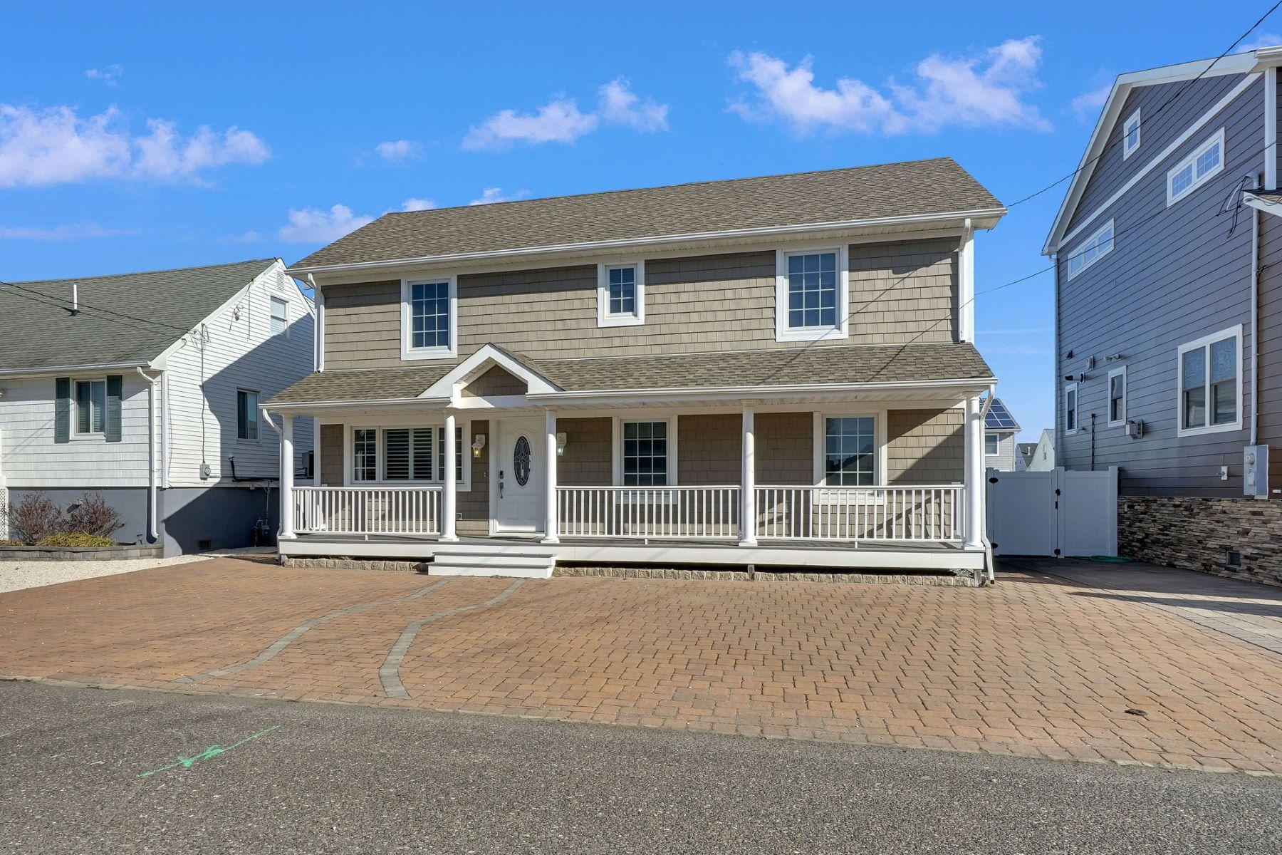 Single Family Homes por un Venta en Beautiful Newly Renovated Lagoon Front Home 209 Haddonfield Avenue Lavallette, Nueva Jersey 08735 Estados Unidos