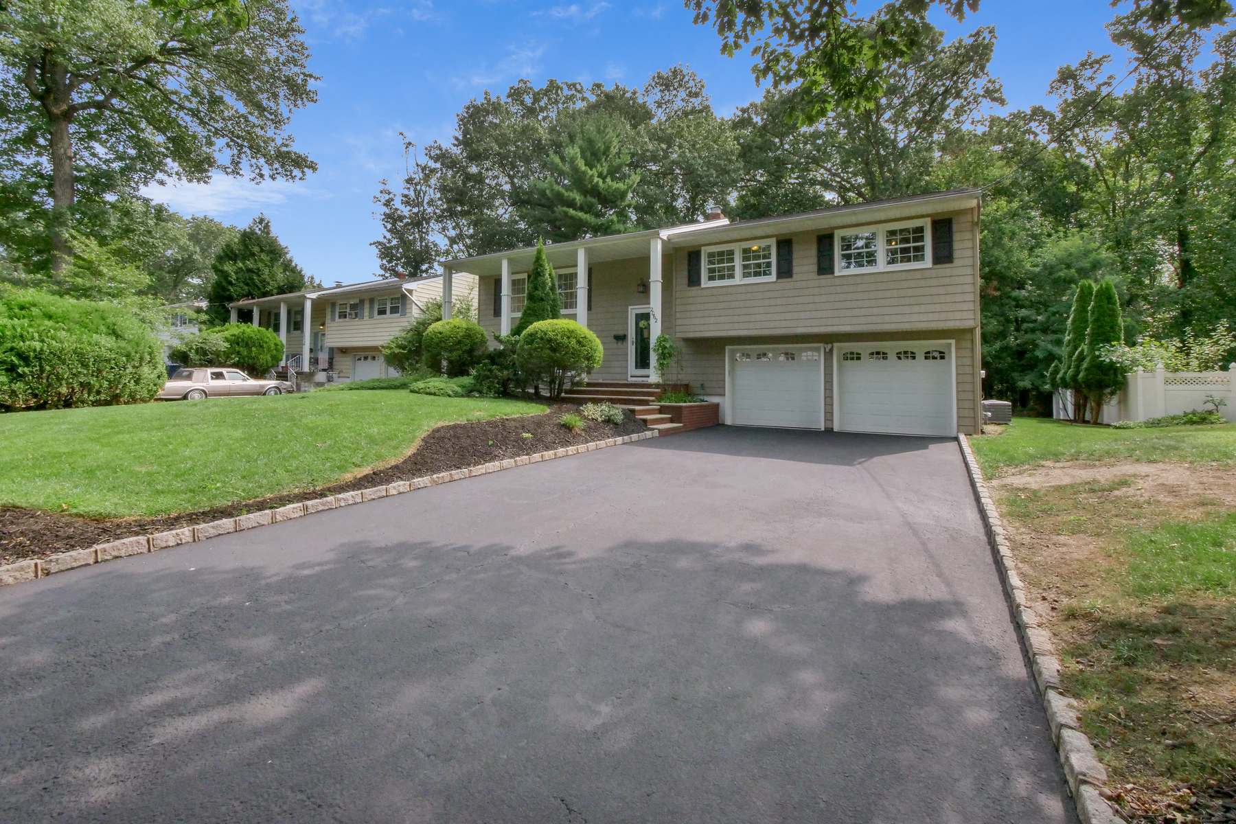 Single Family Homes for Sale at Cul De Sac Location in Desirable Maple Hill 2062 Princeton Avenue, Fanwood, New Jersey 07023 United States
